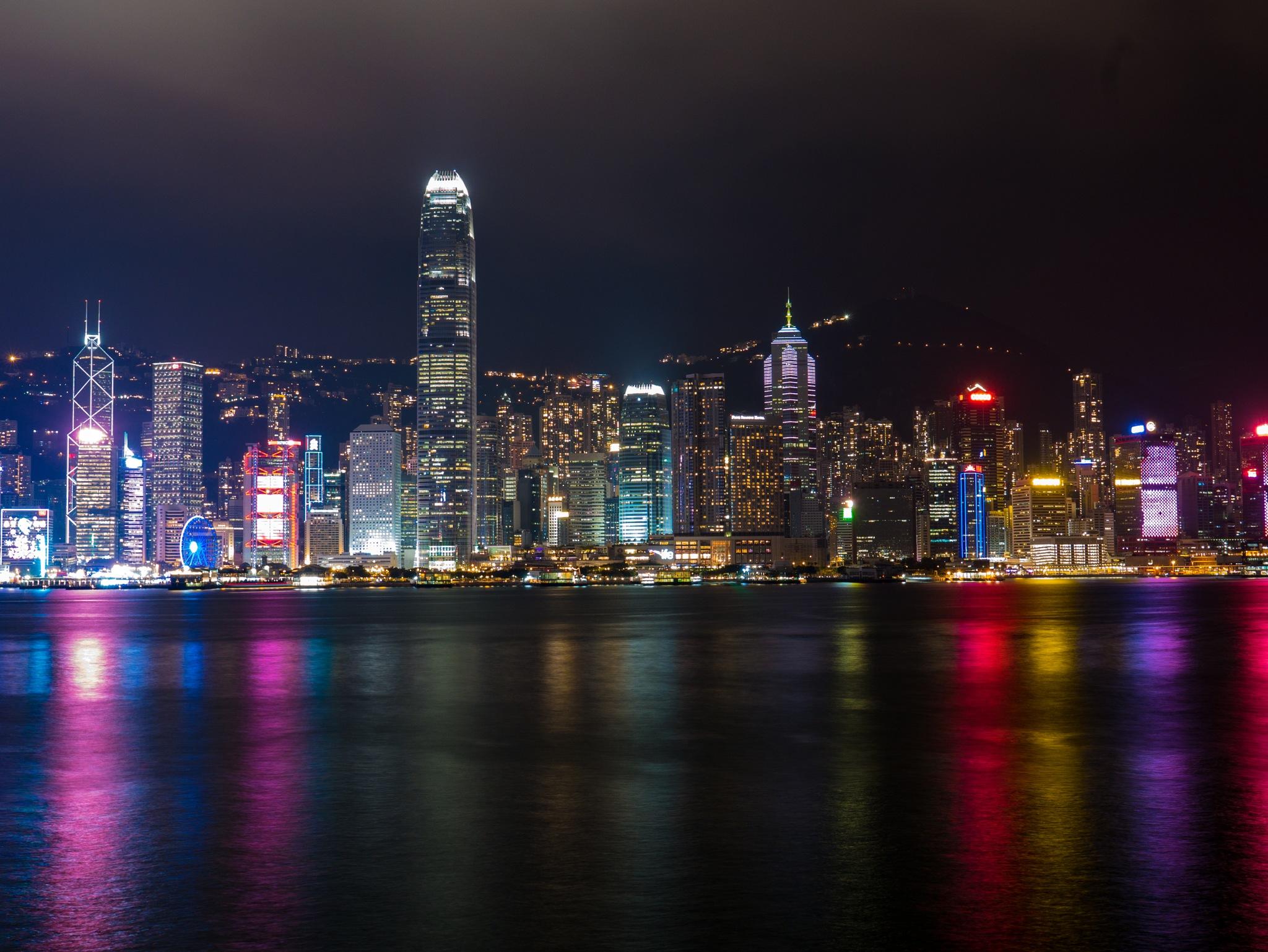 A view of Central Disyrict, Victoria Bay, Hong Kong by nobu_24