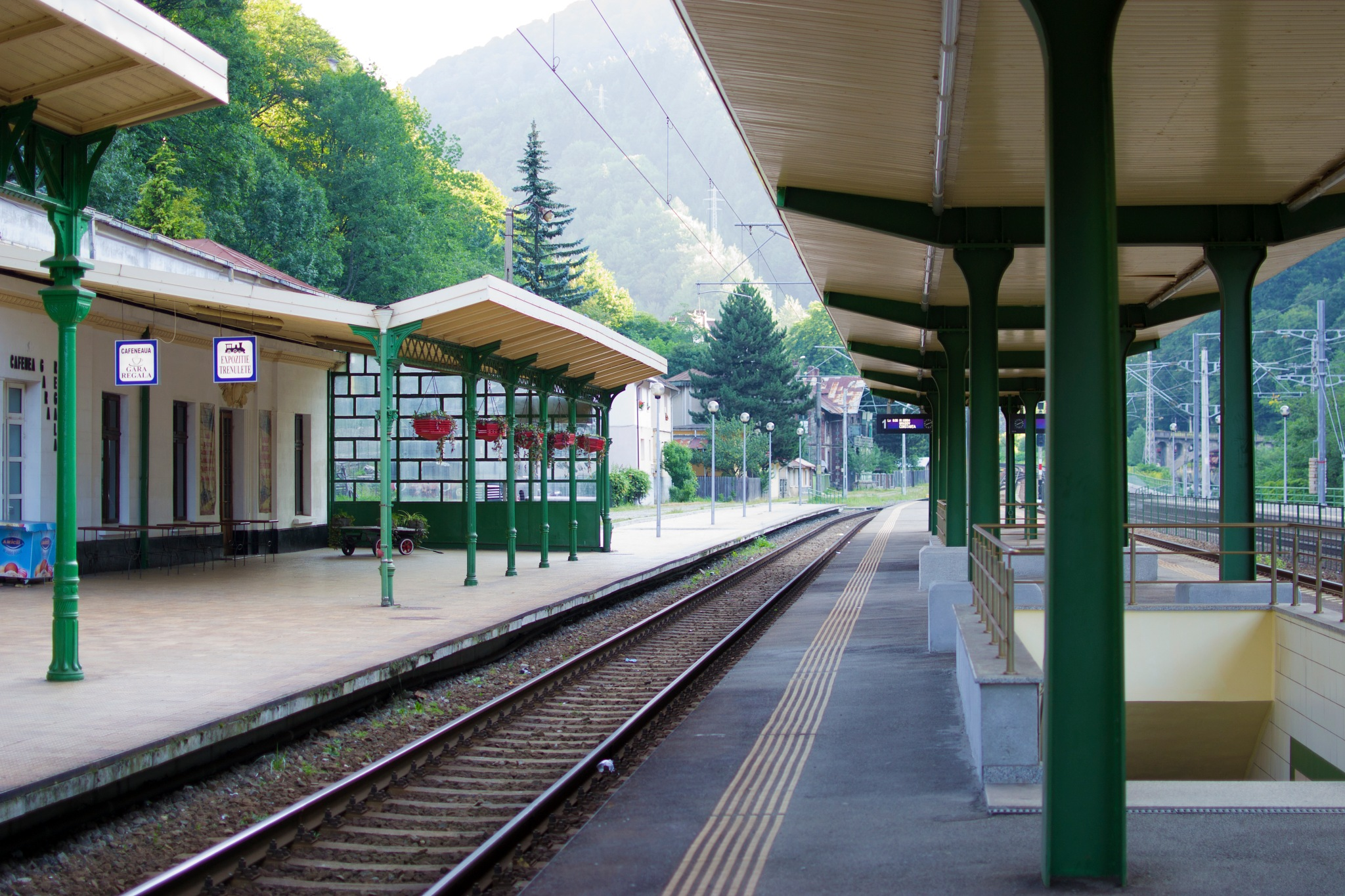 Waiting for a romanian train by miid0u