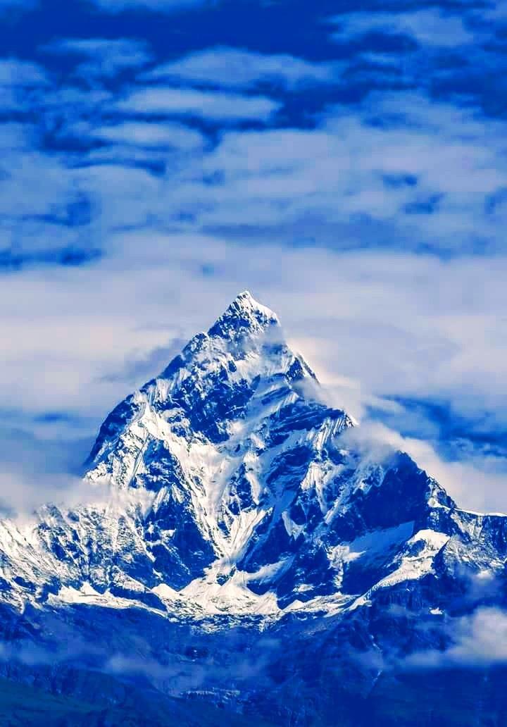 Mt. Fishtail by Iaroon Barun