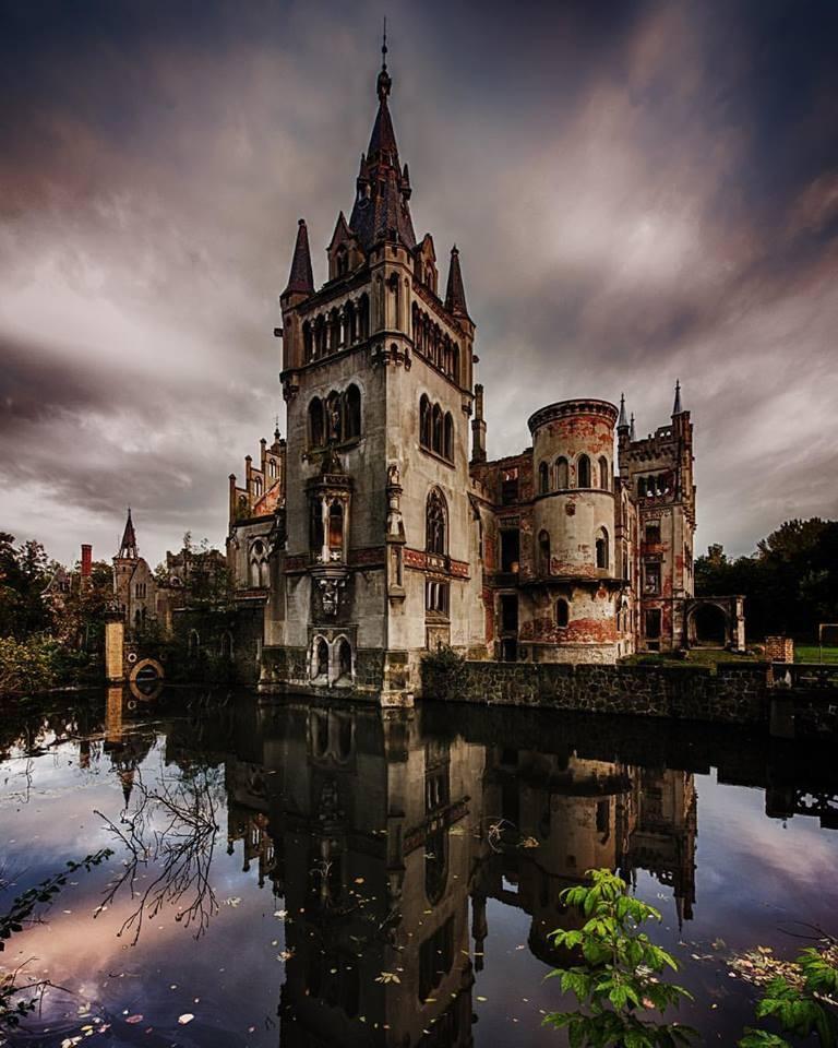 the castel by nicole tiesmeier