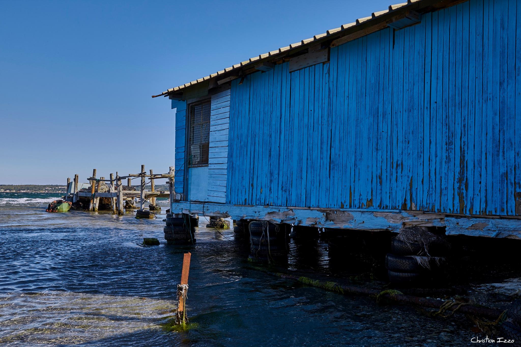 Baraque de pêcheur à la pointe du Barrou by Christian Izzo
