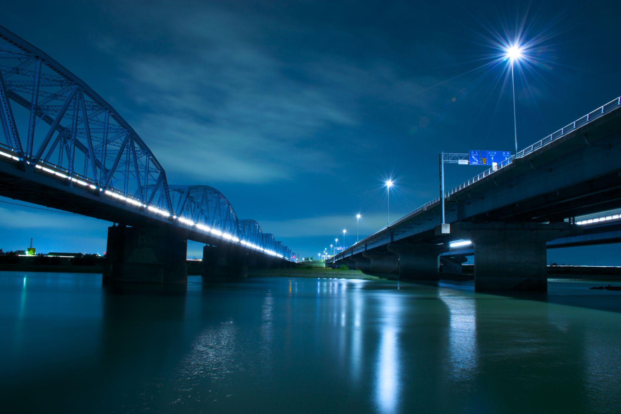 Night bridge by Keita Asakura