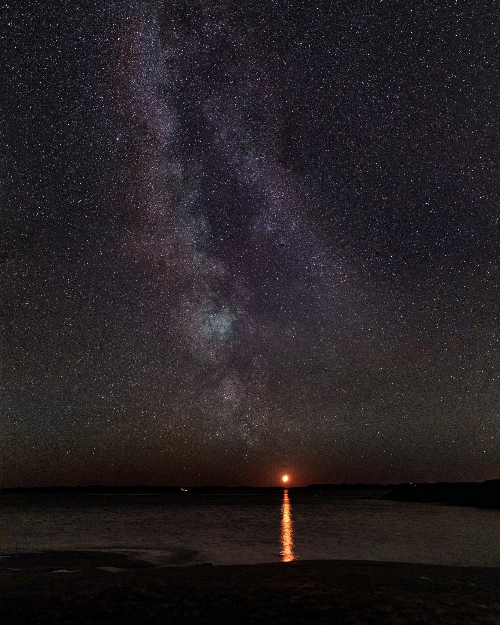 Moon setting the milky way by Petri Holländer