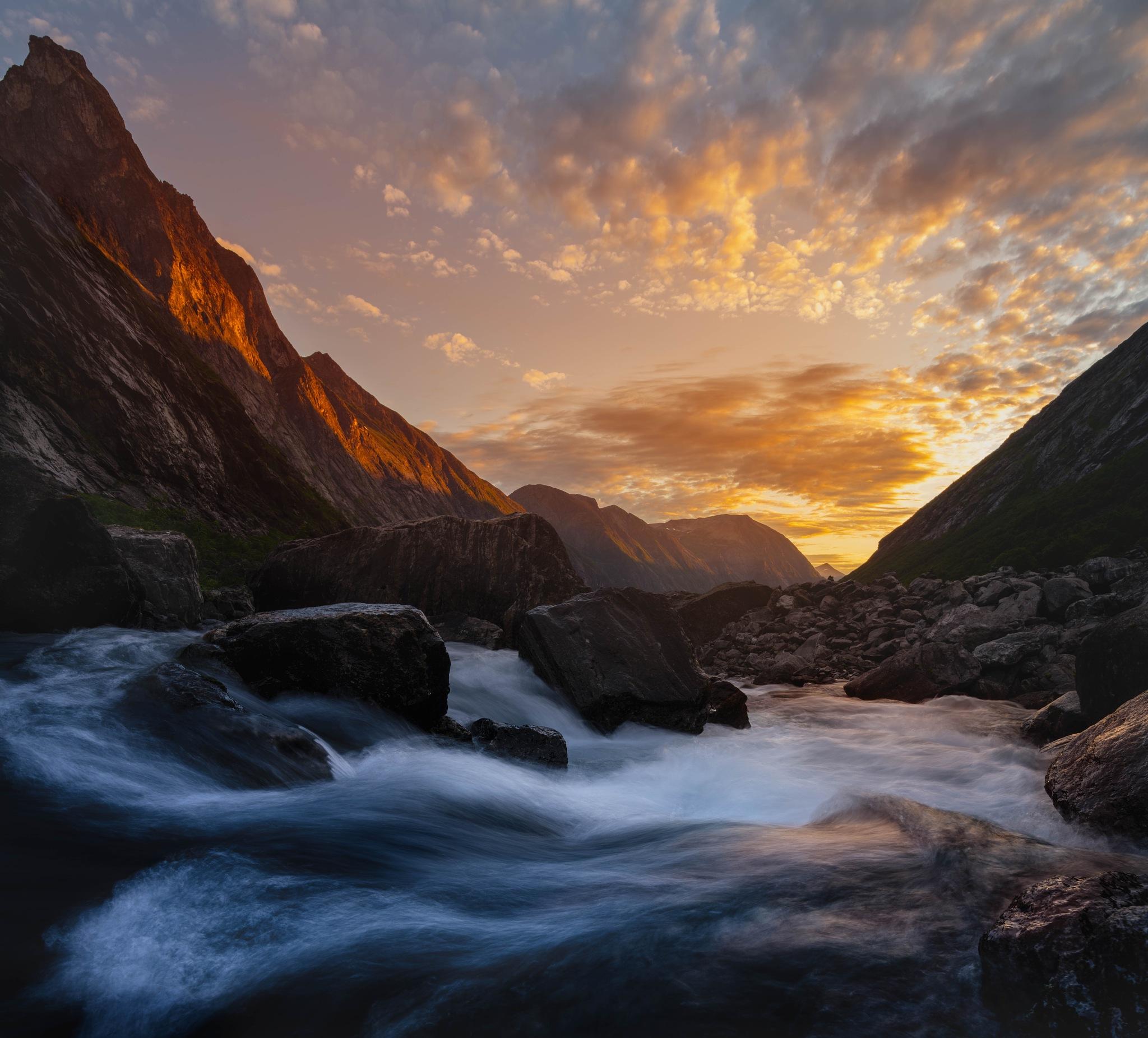 Isterdalen sunrise  by oeyskarl