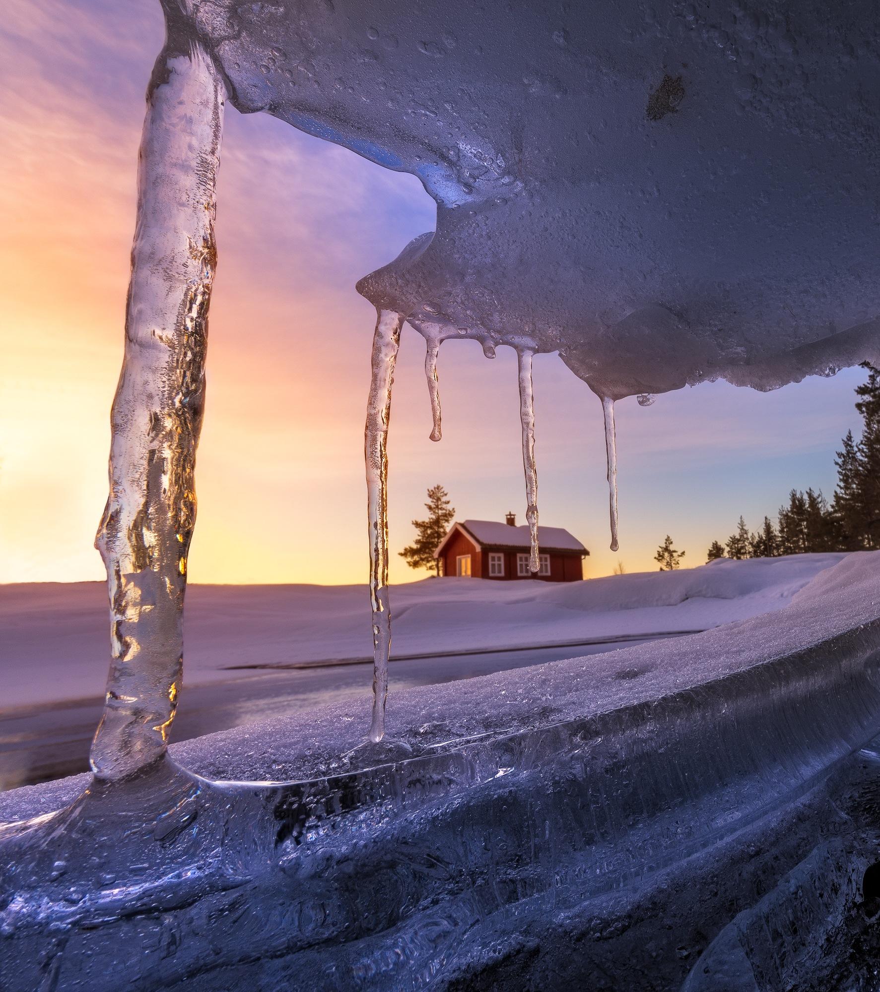 The red cabin  by oeyskarl