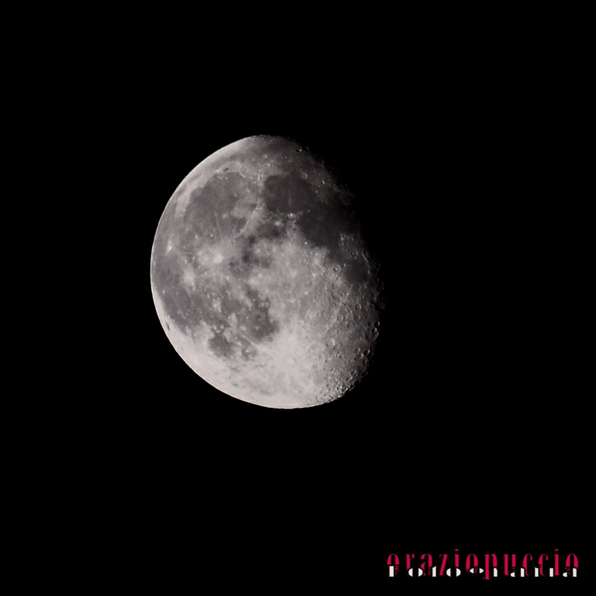 moon by oraziopuccio