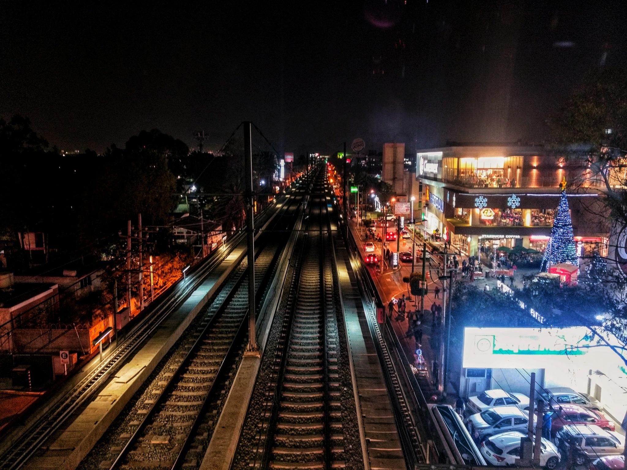 viaje nocturno by Sebastian Betancourt