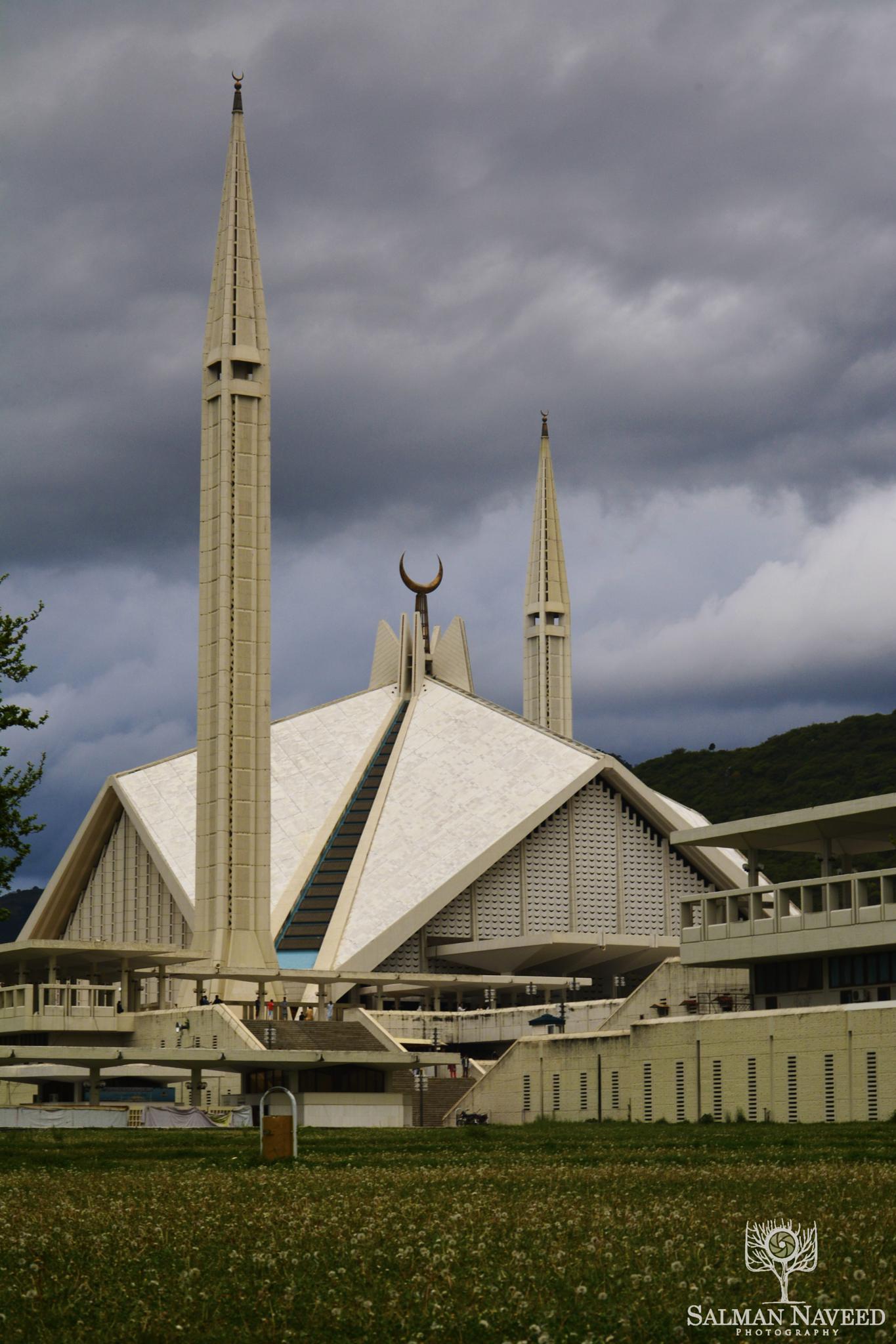 Faisal Mosque by Salman Naveed