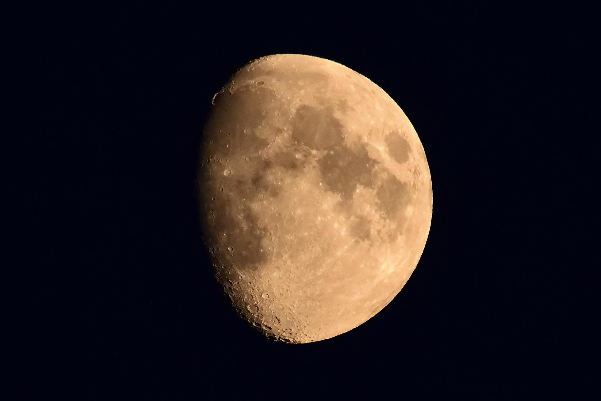 The moon by Bruis van Leeuwen