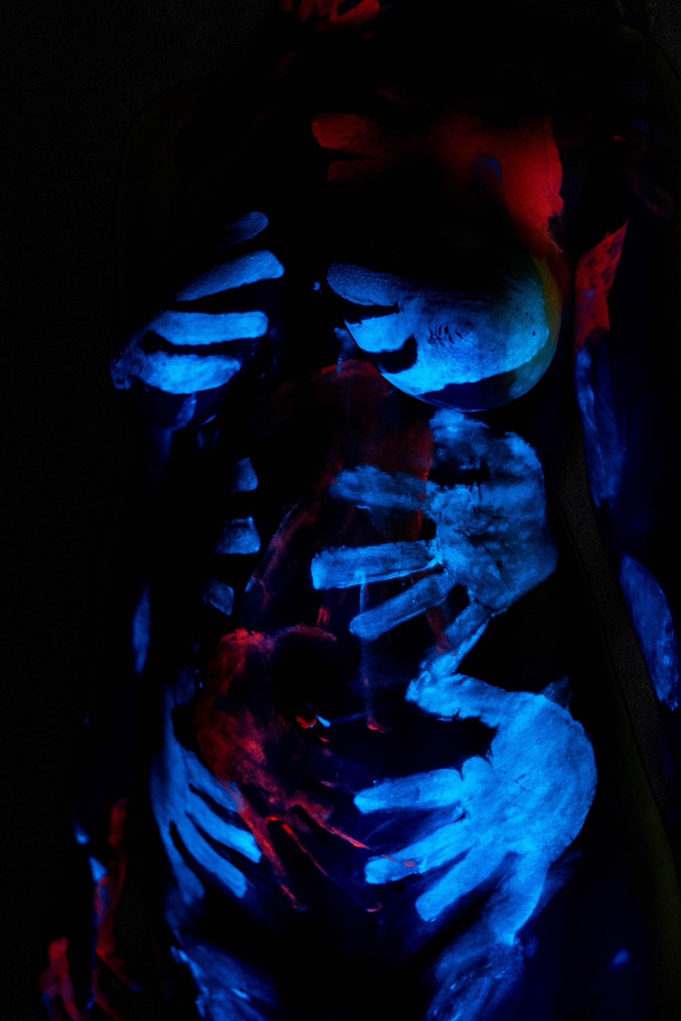 Glowing Body by Severin Messenbrink