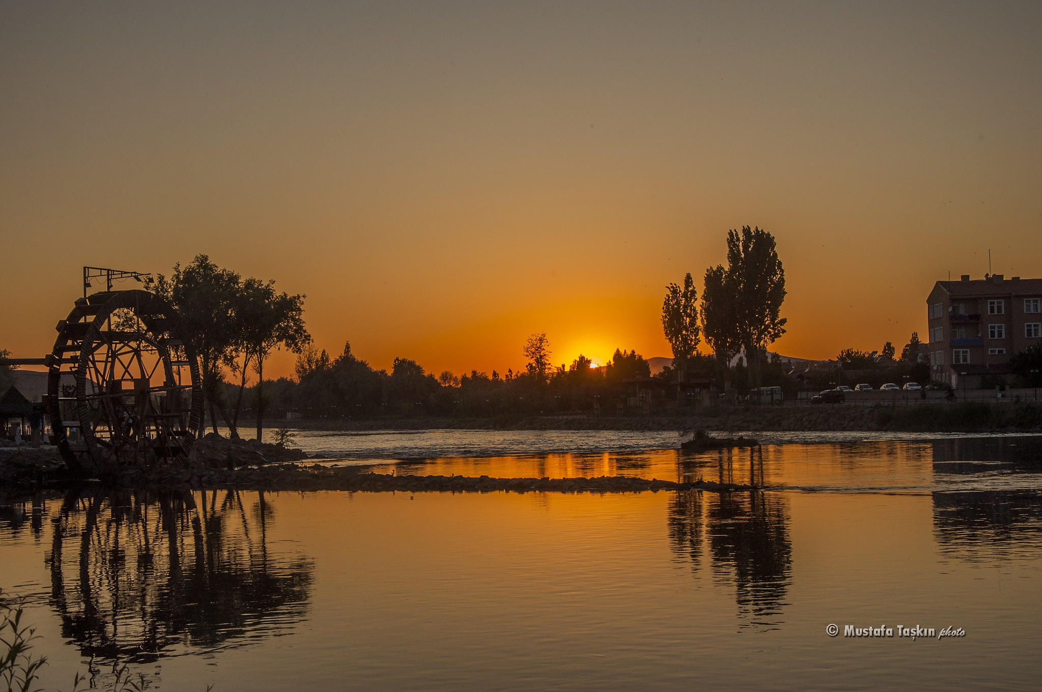 Kızılırmak' ta Gün Batımı /Sunset on River by mustafataskin