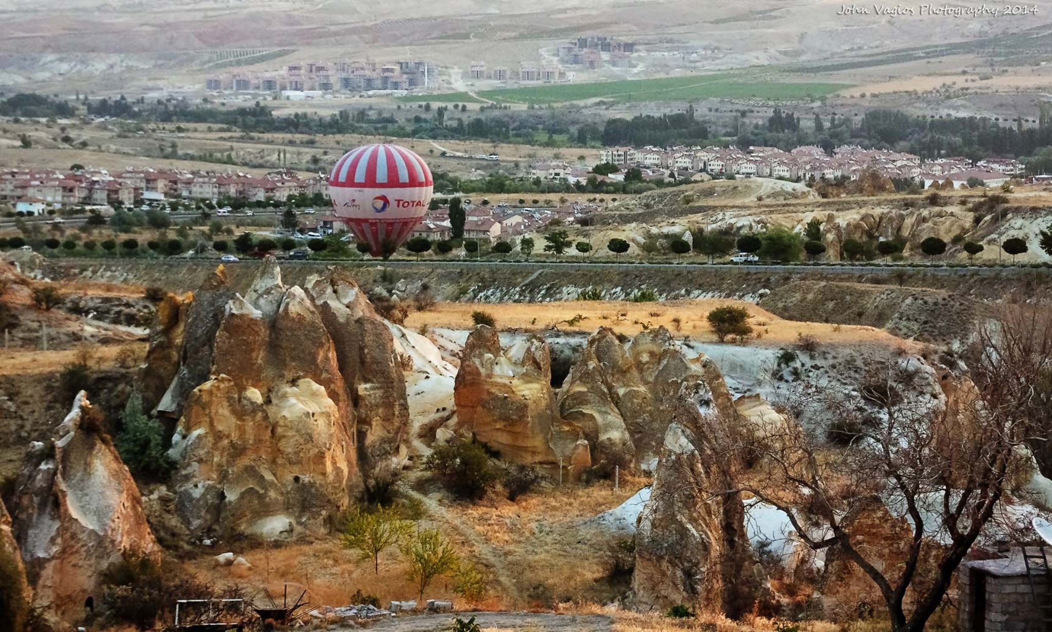 Balloon landing by JohnVagios