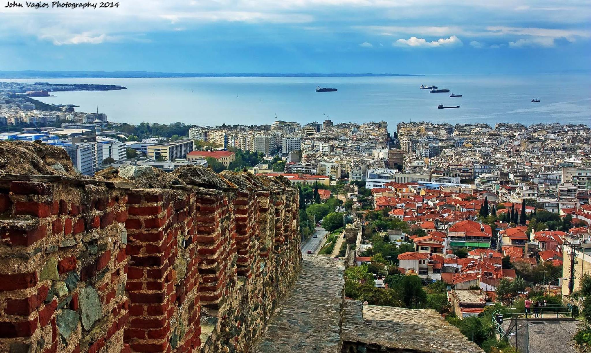 Thessaloniki by JohnVagios