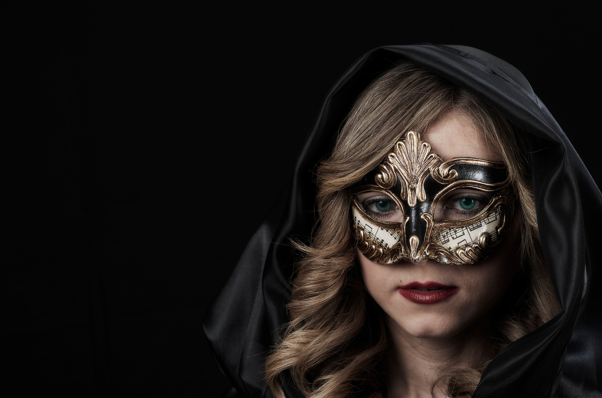 The woman and the mask by Nelo