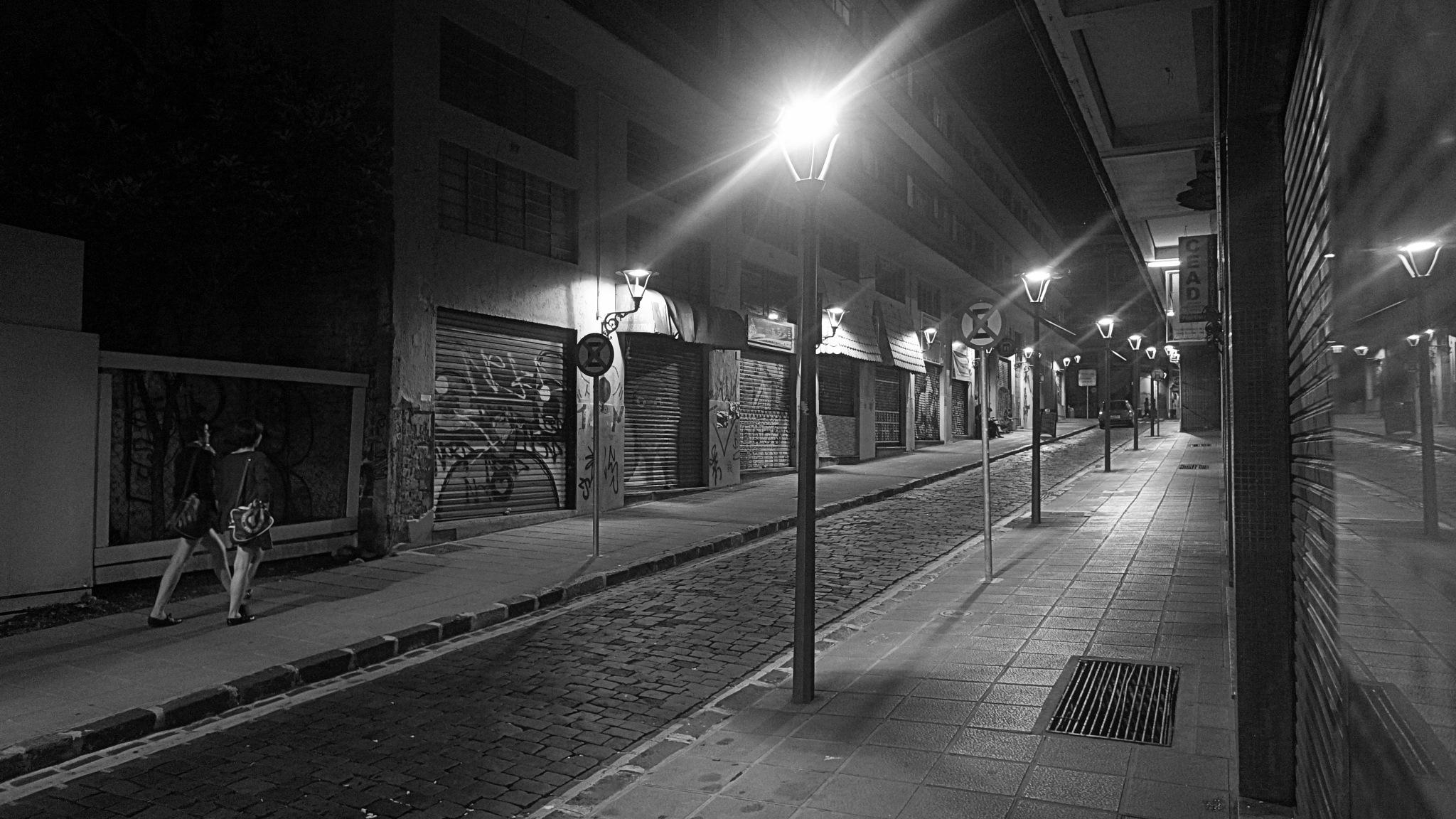 CWB's Nights by José Evaldo Suassuna de Oliveira