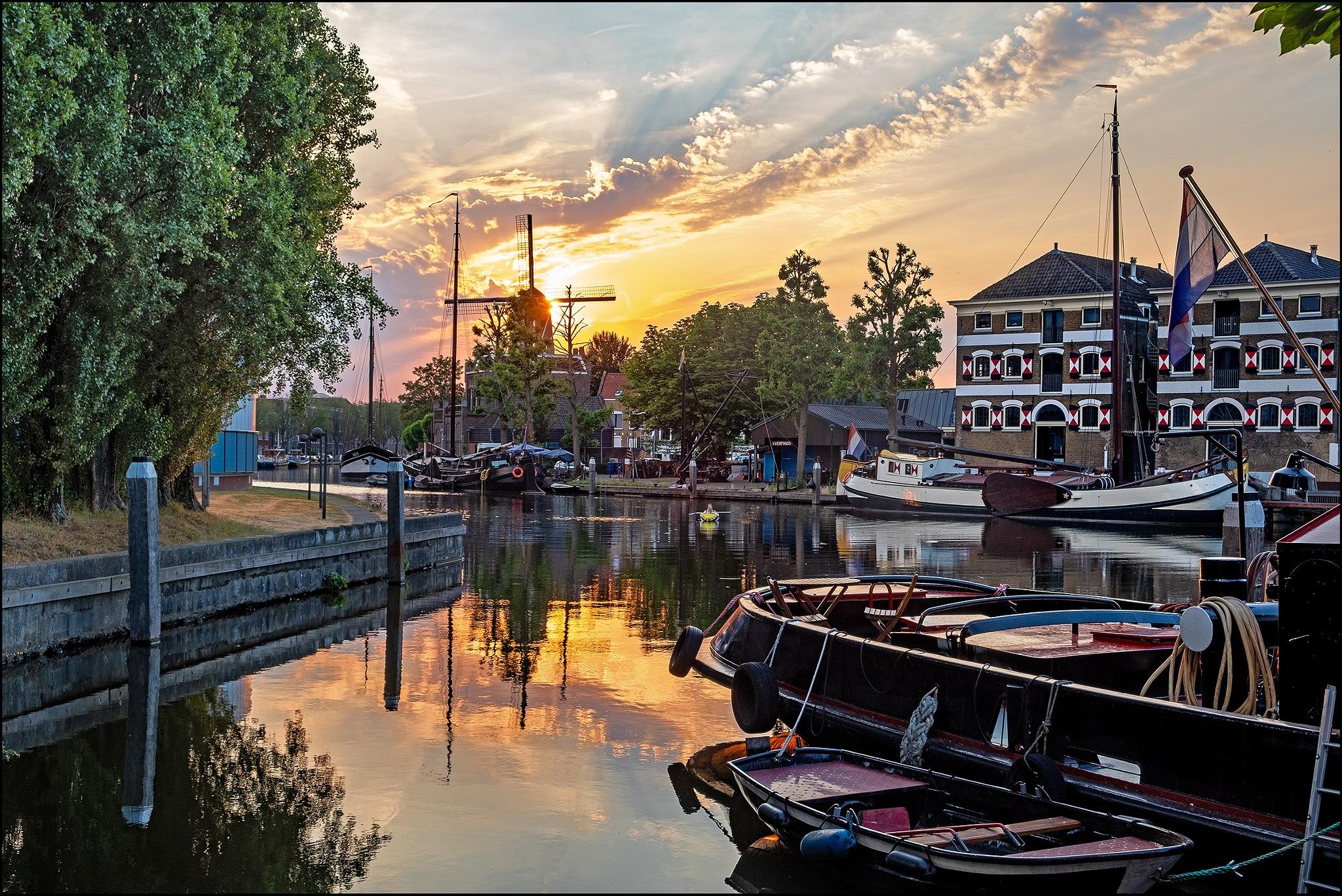 Gouda - Binnenhaven / Turfsingel by Bram de Mooij