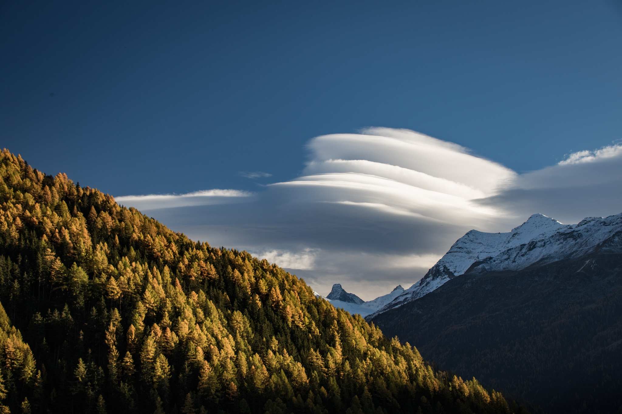 Lenticular cloud by Jean-Jacques Vallat