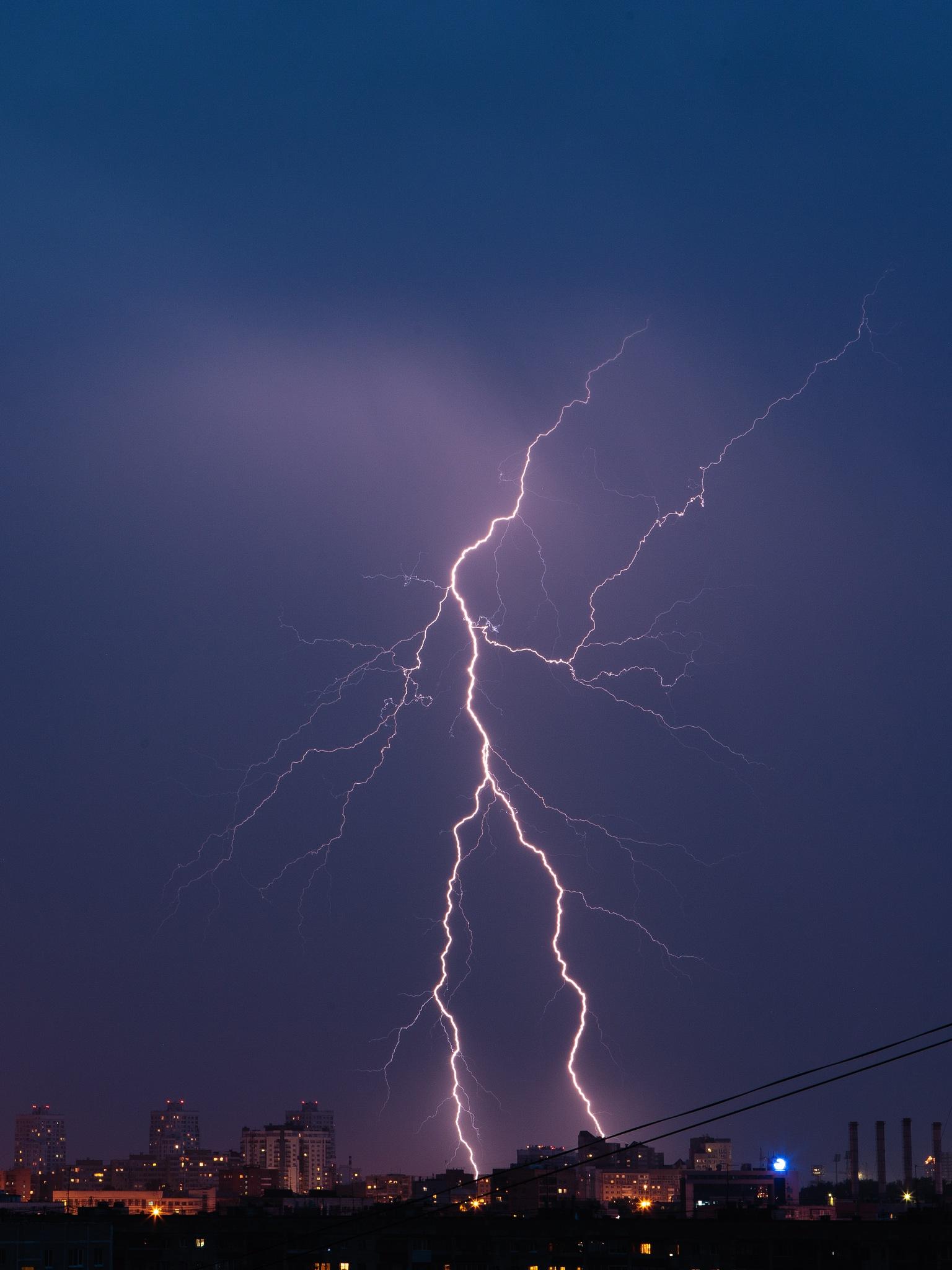 lightning by Taras Tsyurka
