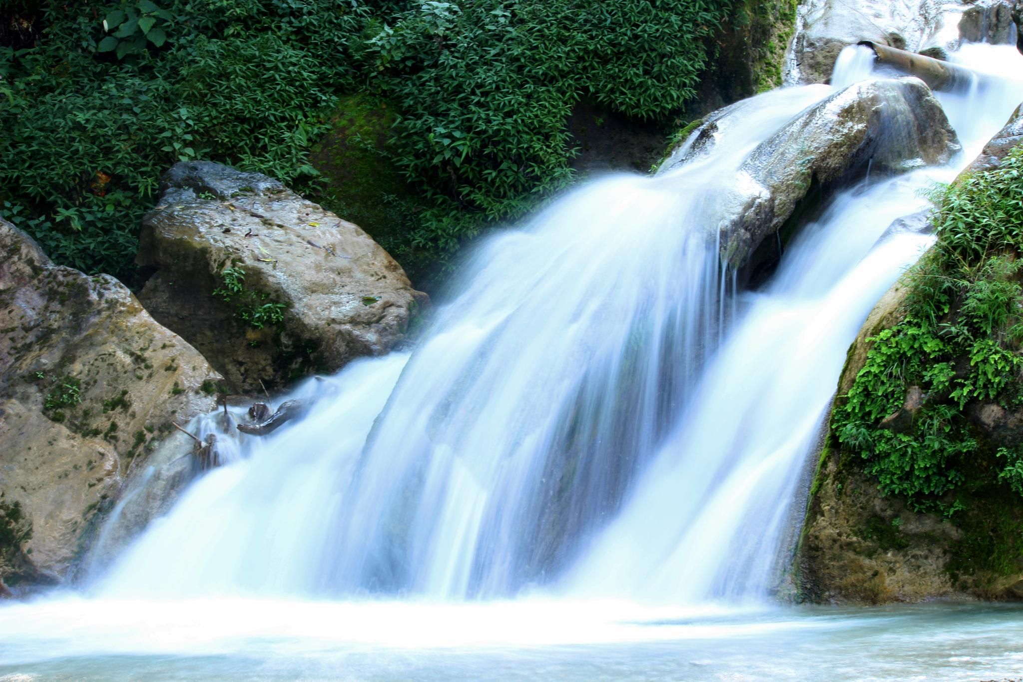 water falls by Dynamic Delta