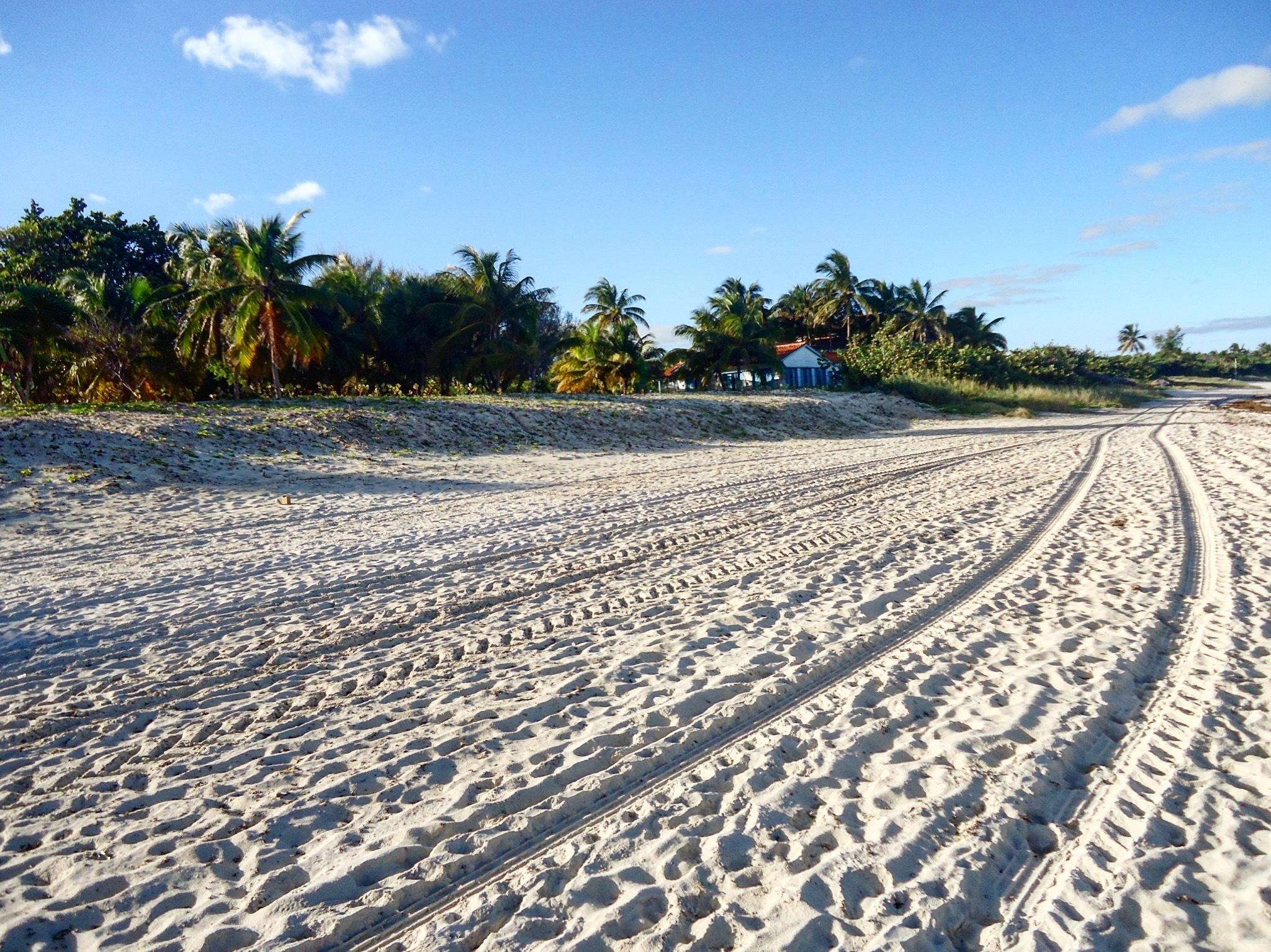Beach Varadero by Lorenzo Pederzolli