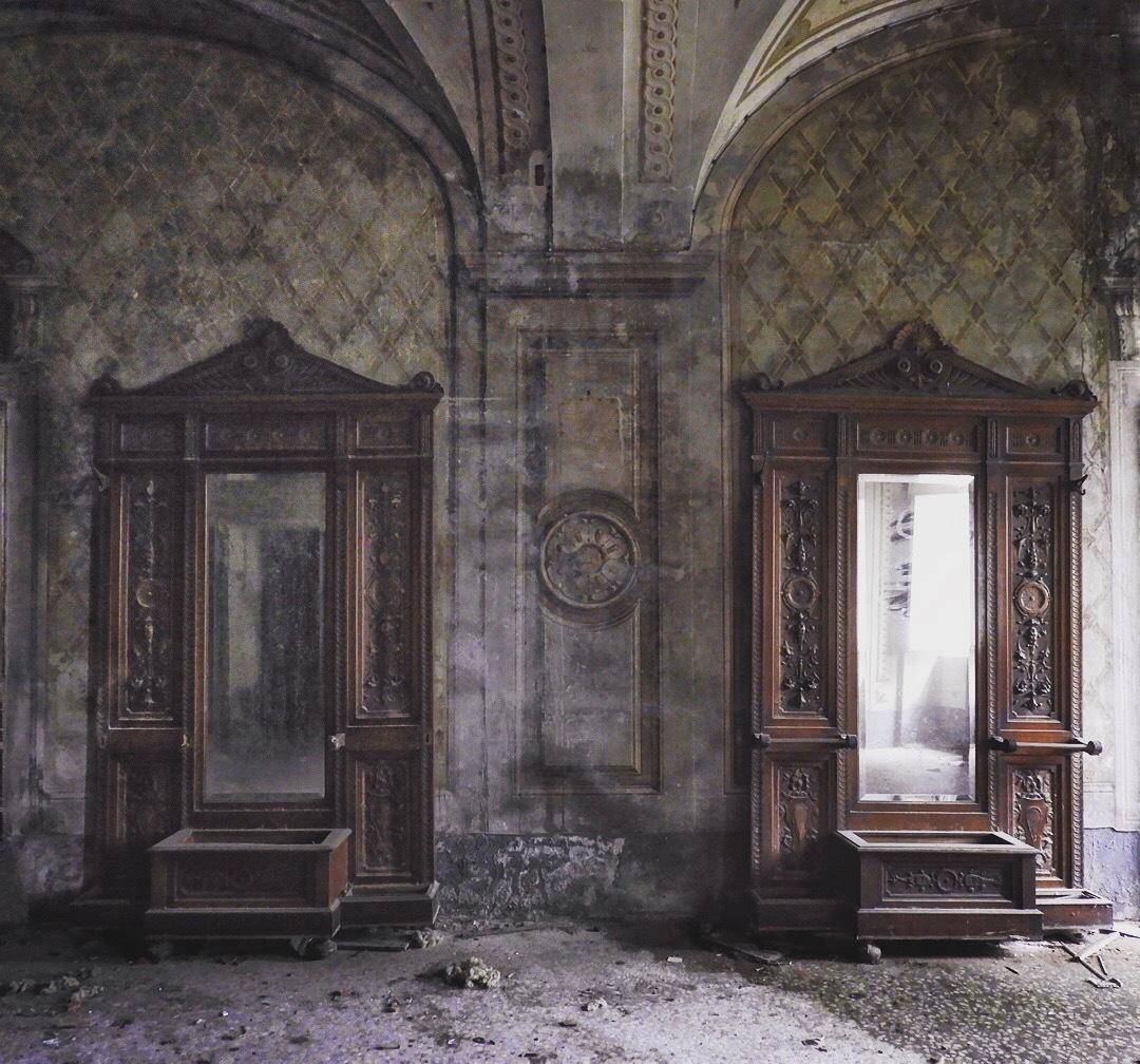 the mirrors by Daniele Kutufa