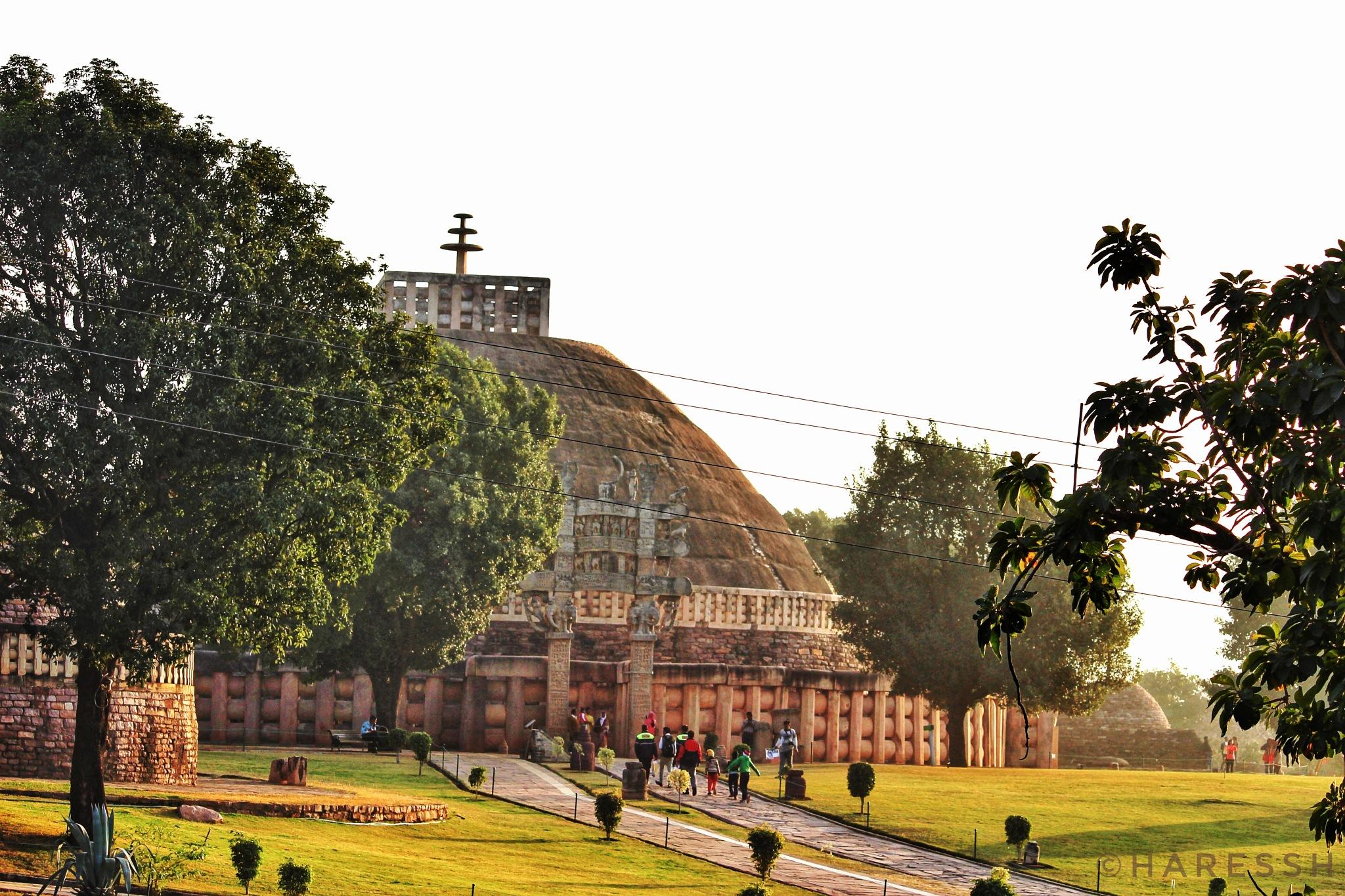 Monument.. #buddhism #stupa #indiapictures #incredibleindia #mptourism #heartofindia #sanchi #buddhi by Haressh