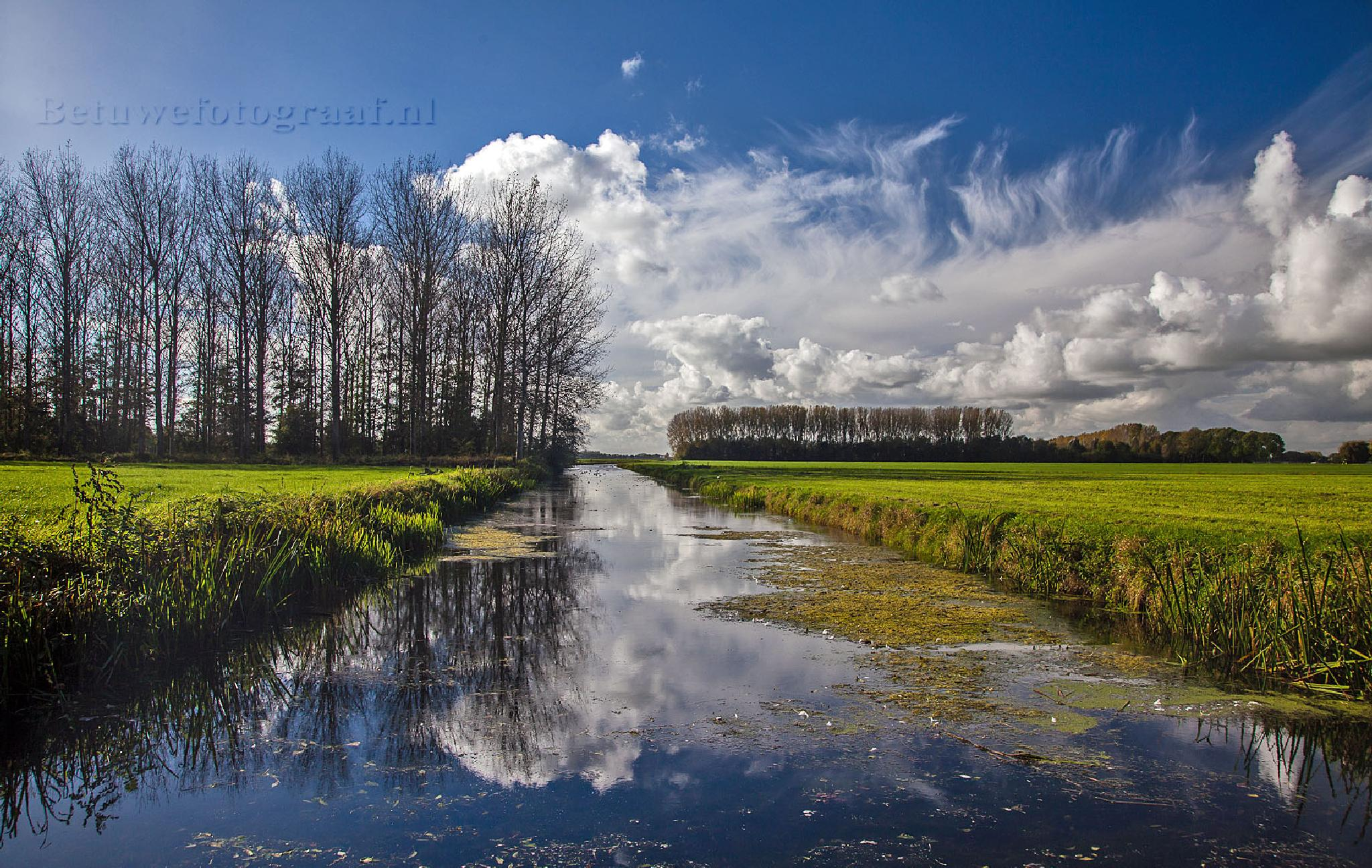Clouds in Holland by Betuwefotograaf