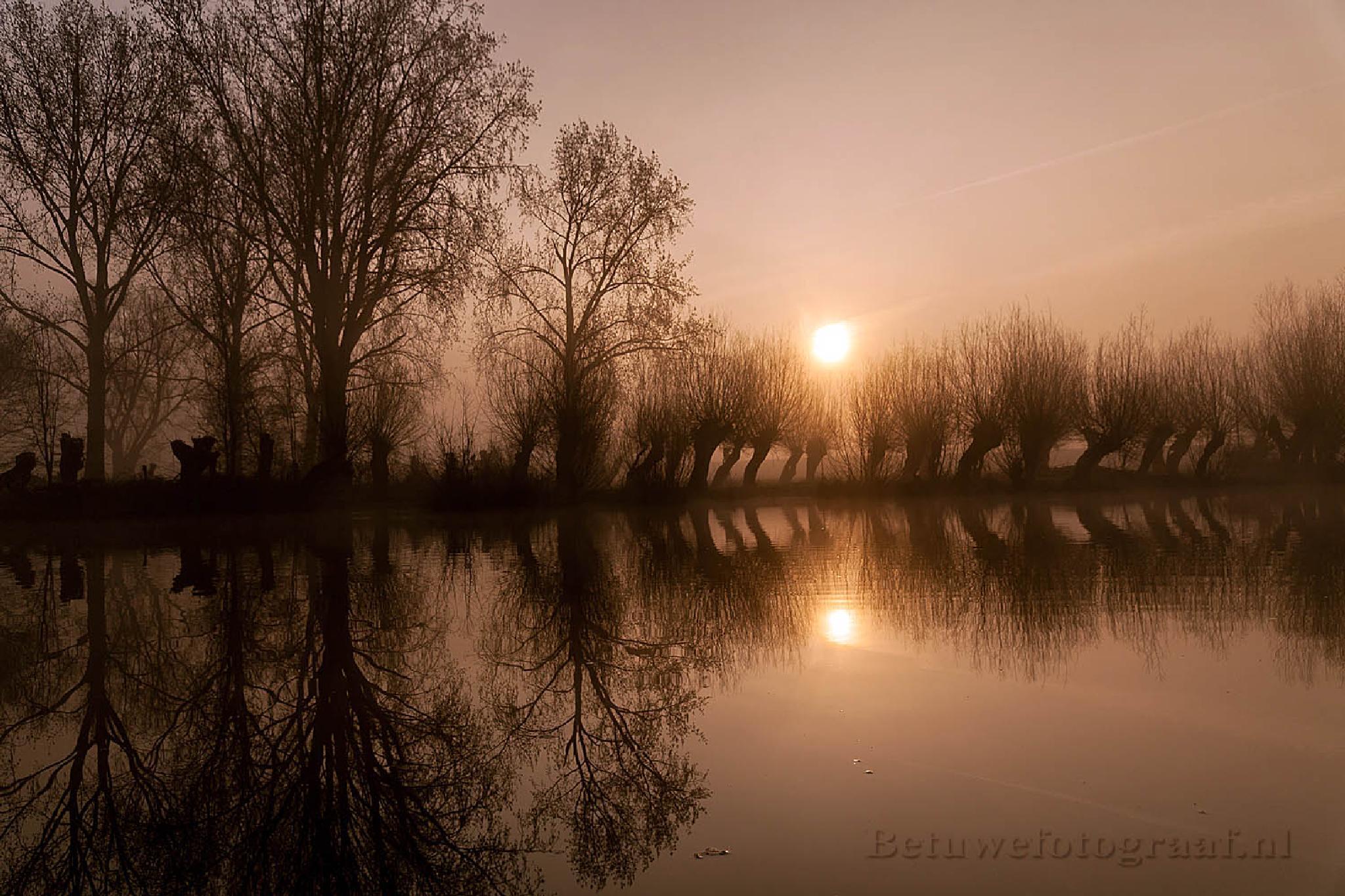 Misty Sunrise in Holland ...VV by Betuwefotograaf