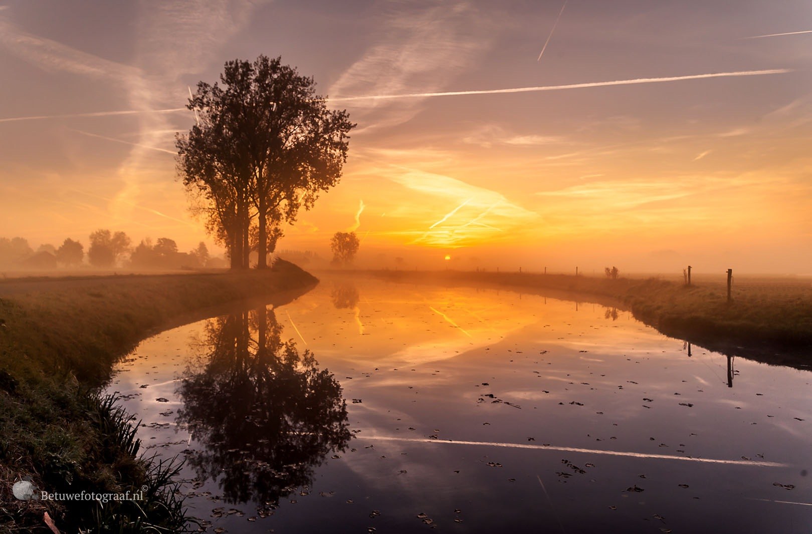 Misty Monday Morning by Betuwefotograaf