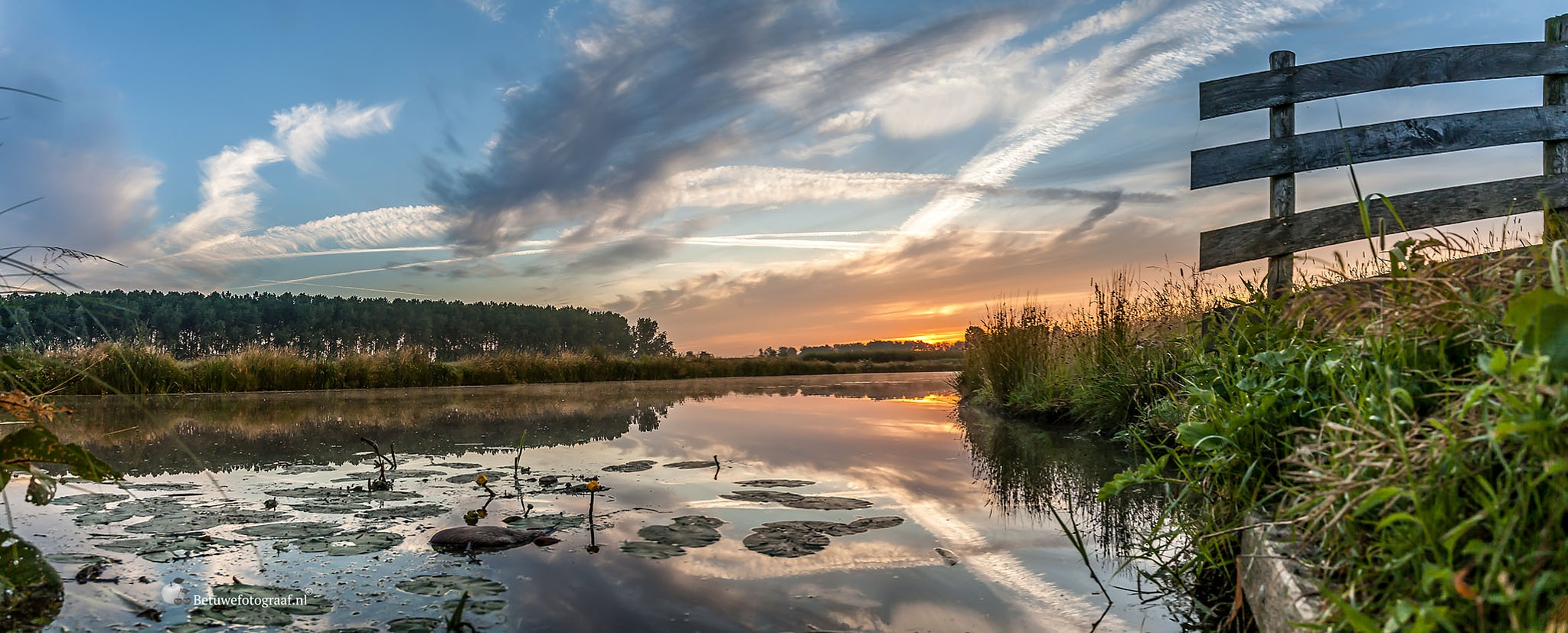 The sun is coming up by Betuwefotograaf