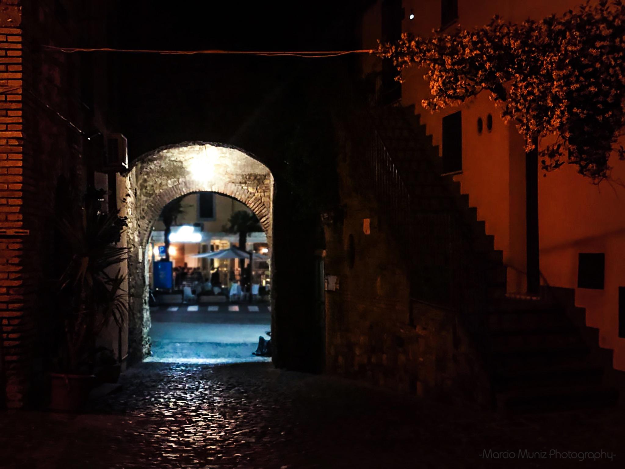 Noite em Borgo Antico by Marcio Muniz