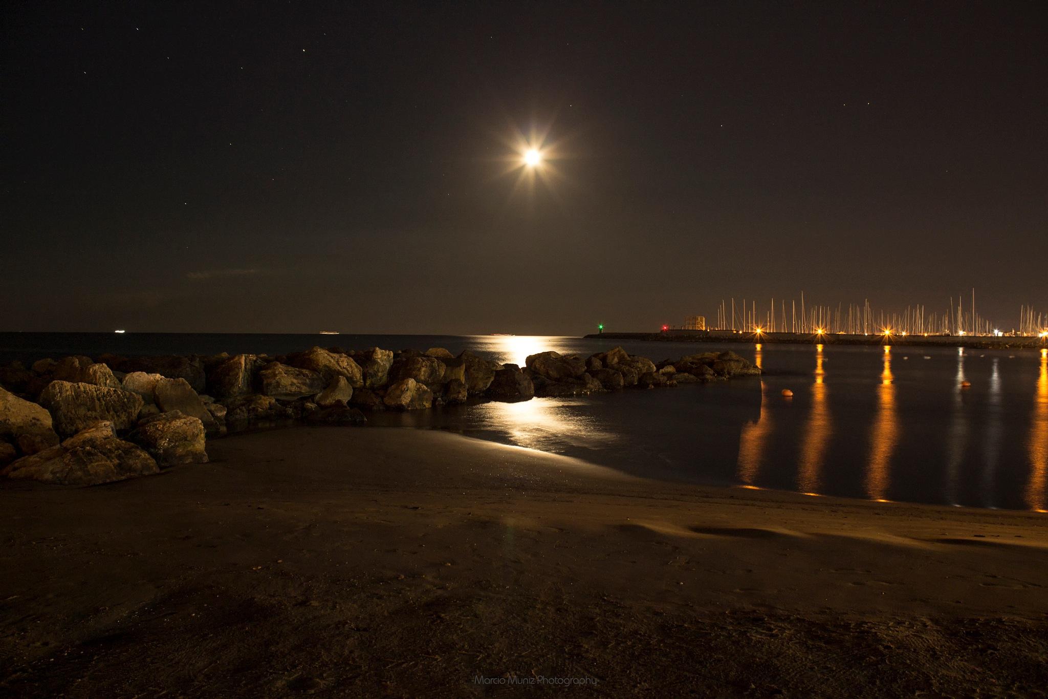 Beautiful moon by Marcio Muniz