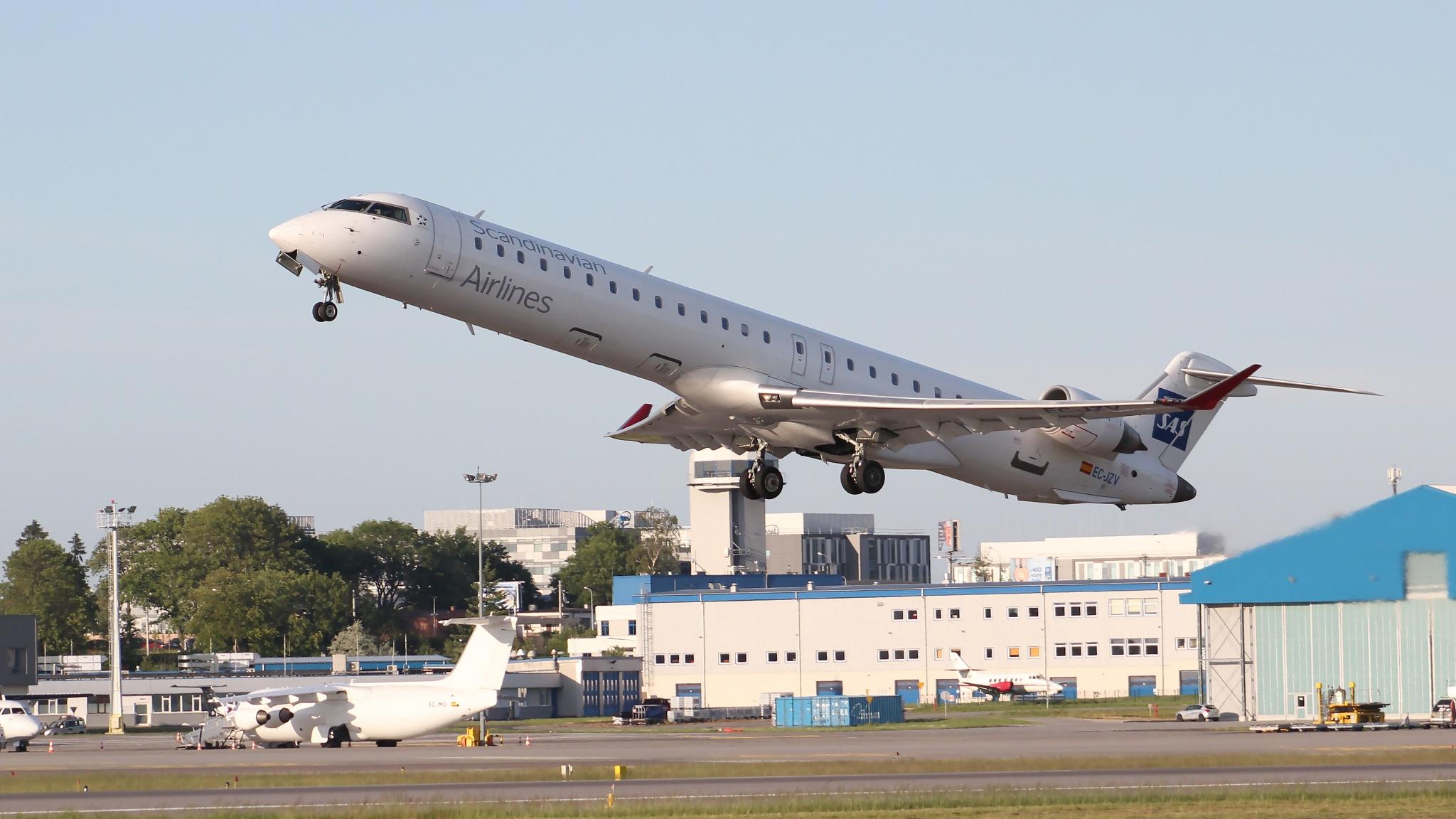 Bombardier CRJ-900ER by Aviation_EPGD
