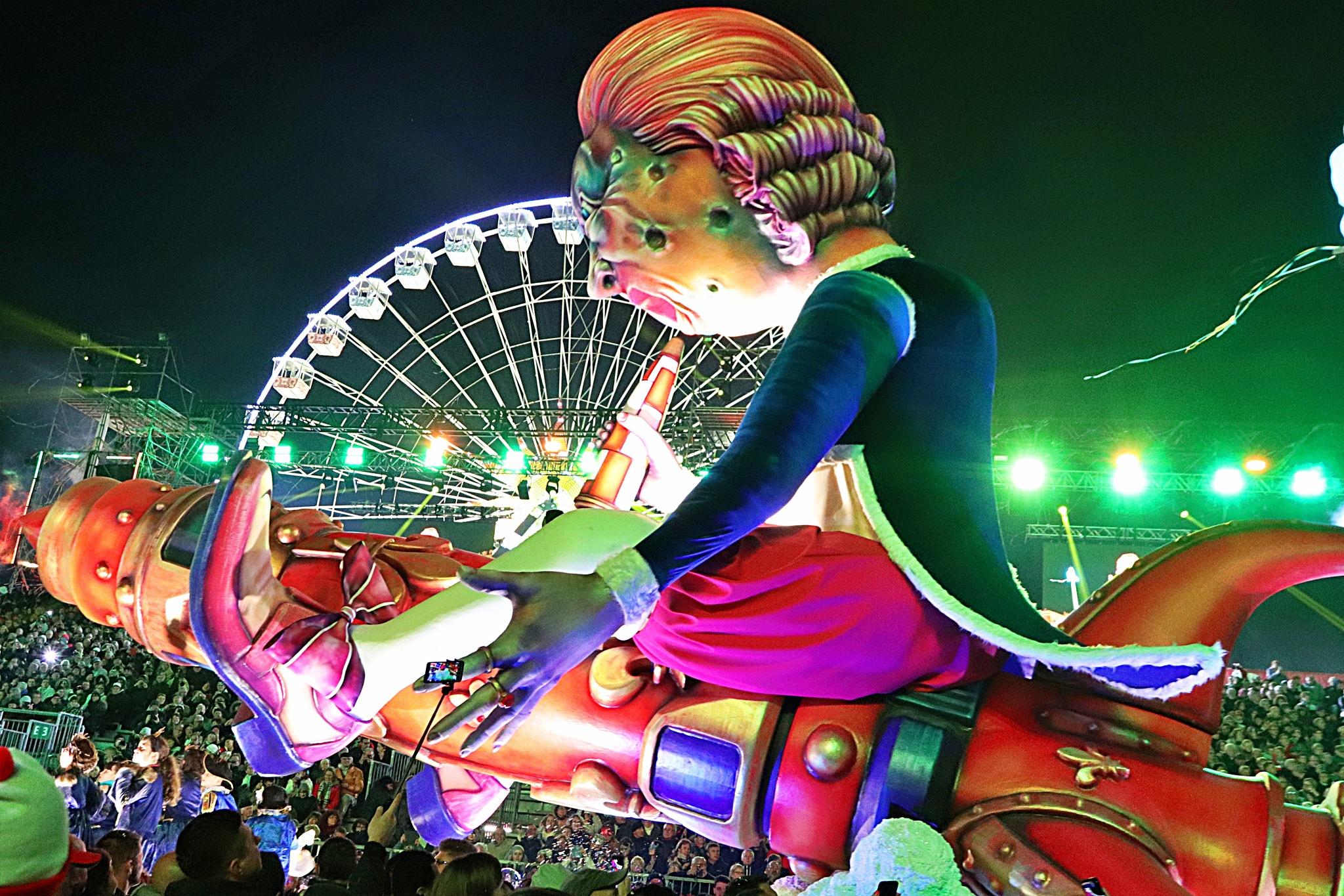 Carnaval de Nice  by Ted Kamlot