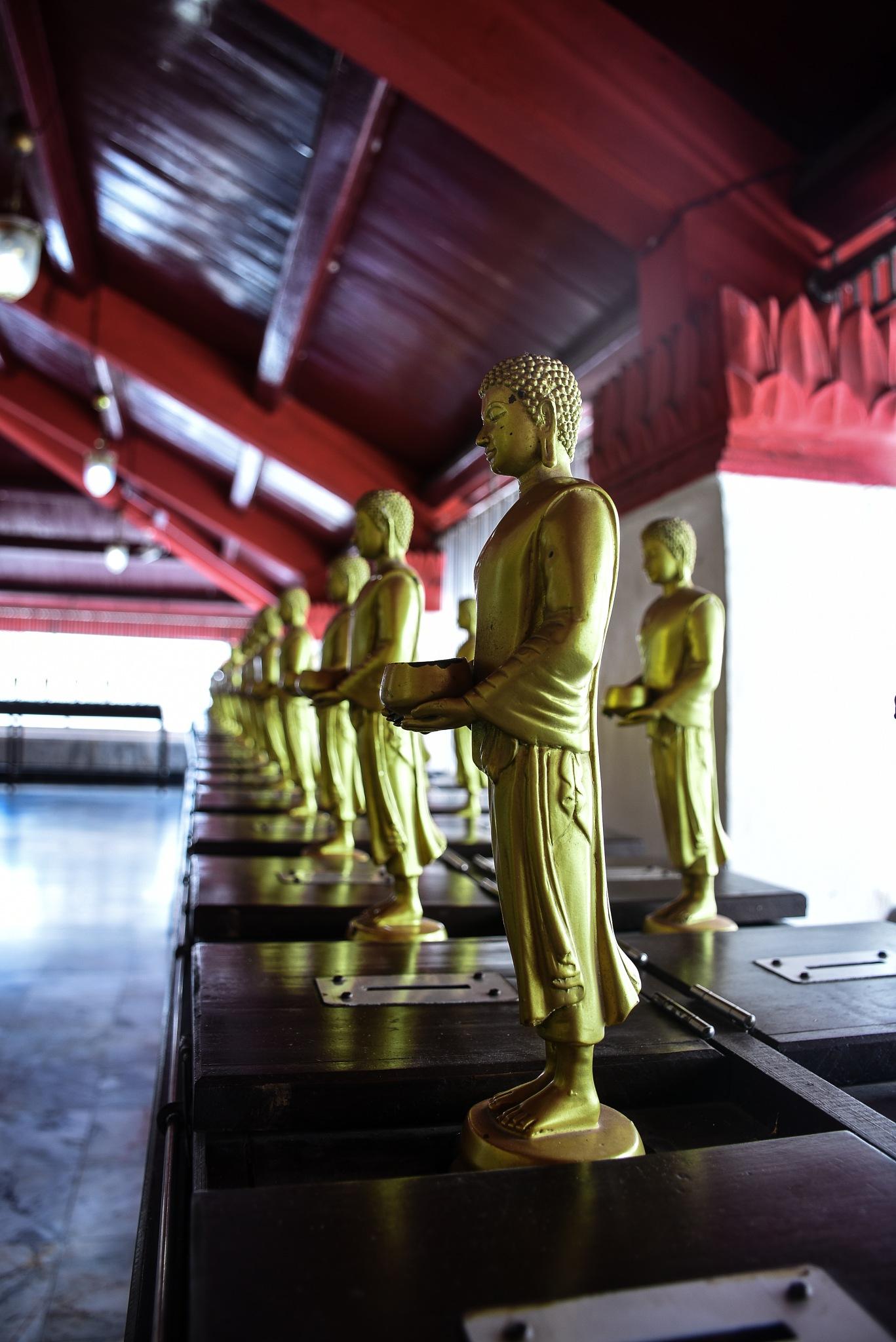 Buddha statue by Hastapon Wannasen