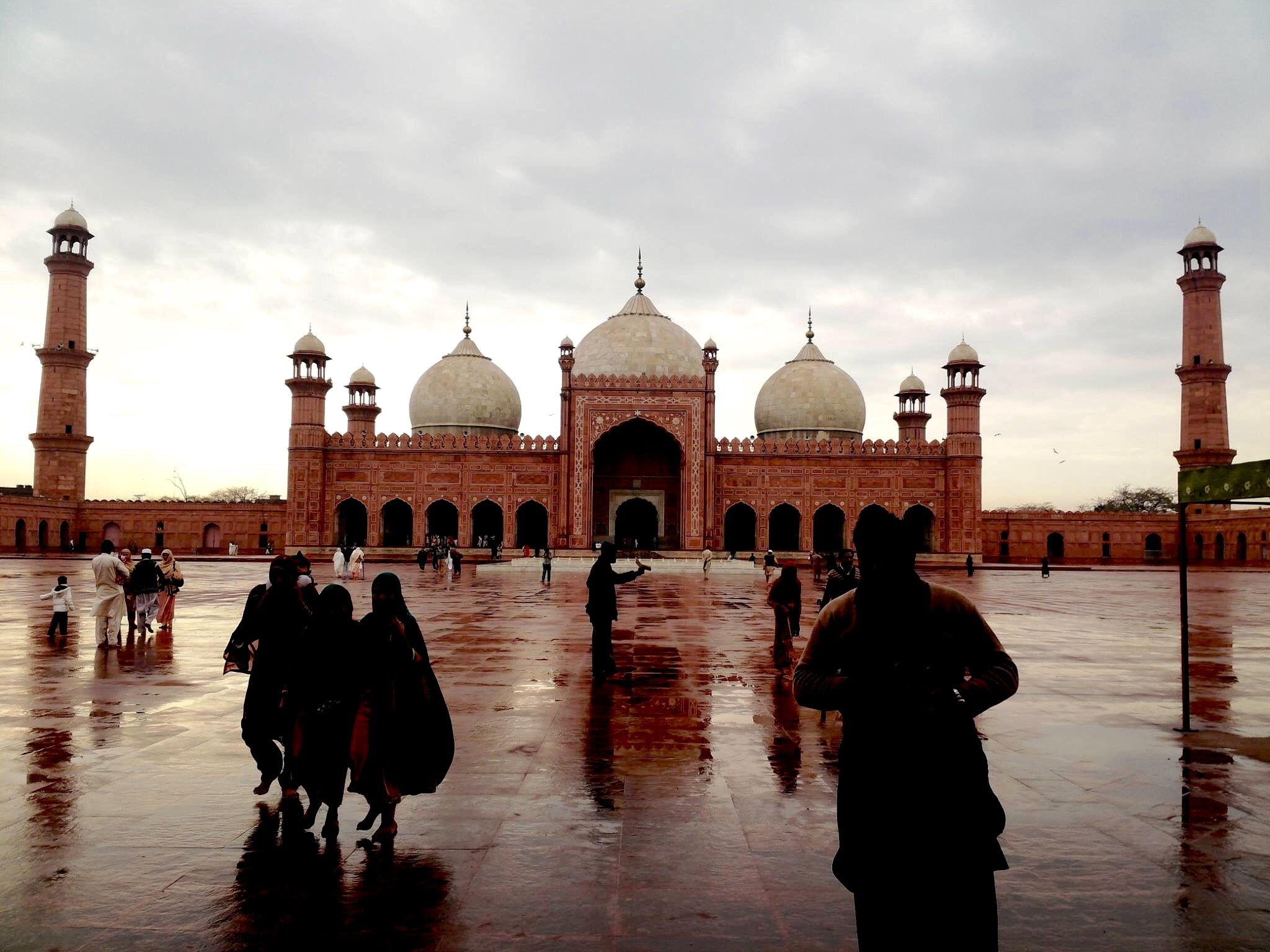Visit to the Emperor's Mosque Pakistan by Hamza Arif