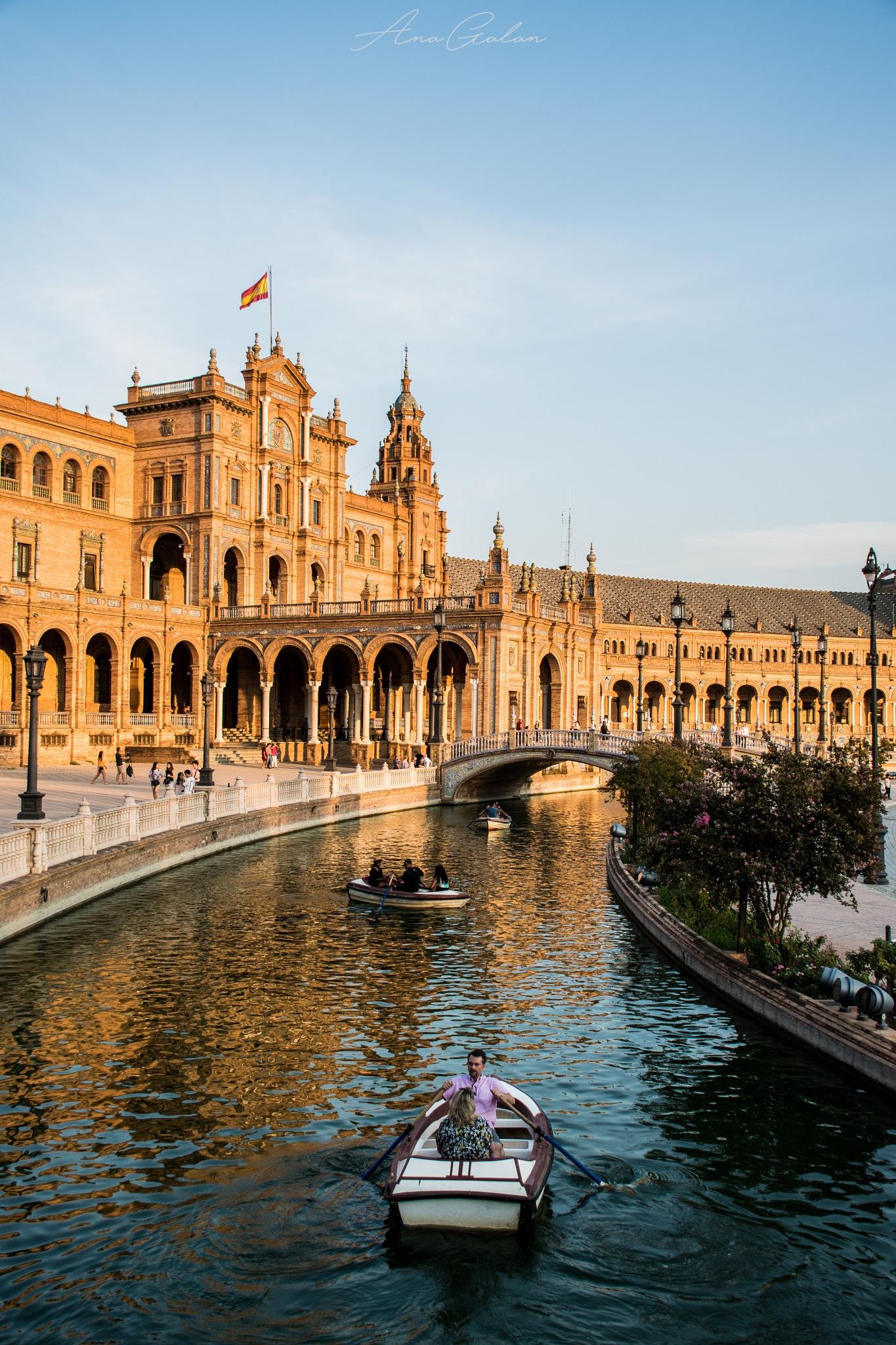 Plaza de España. by Ana