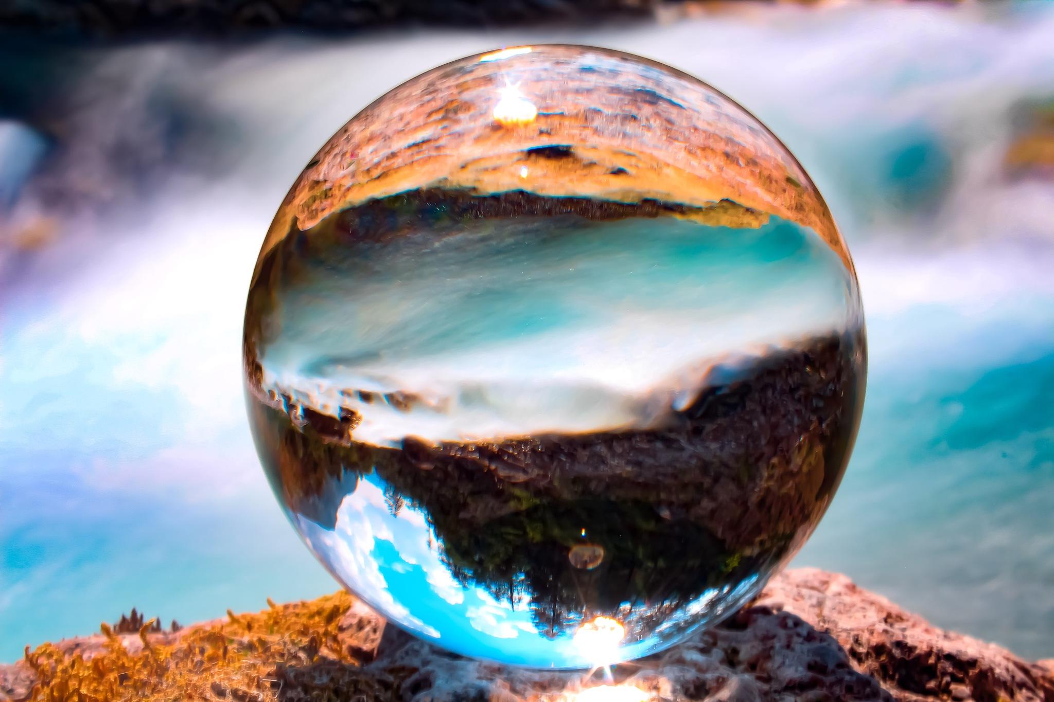 glassball  by Fernando Dupont