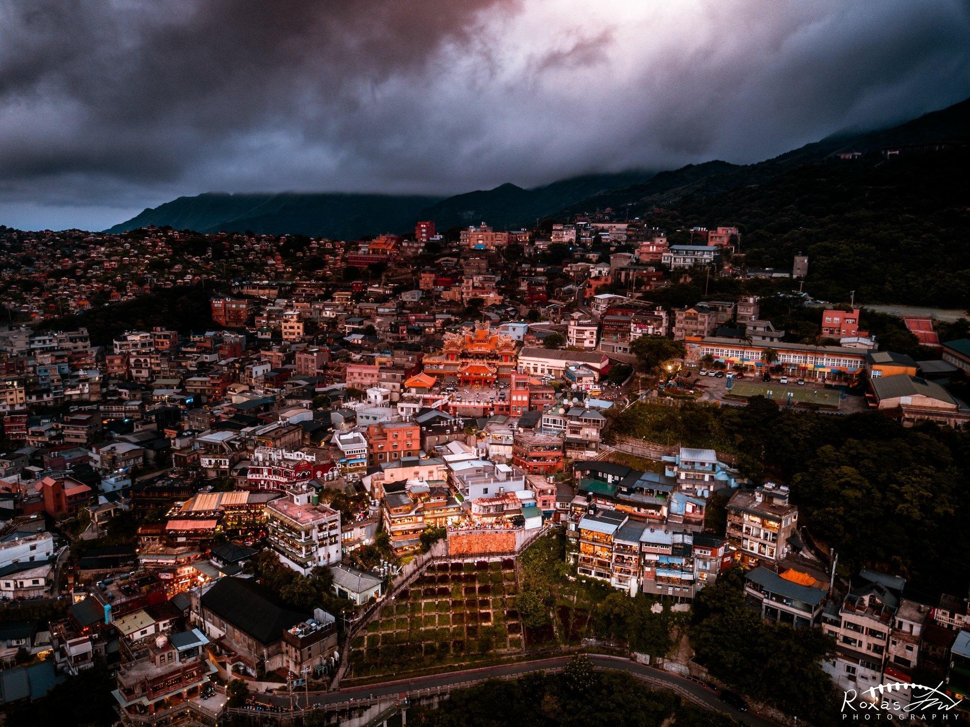 Old town of Jiufen by Roxas Jian Wen