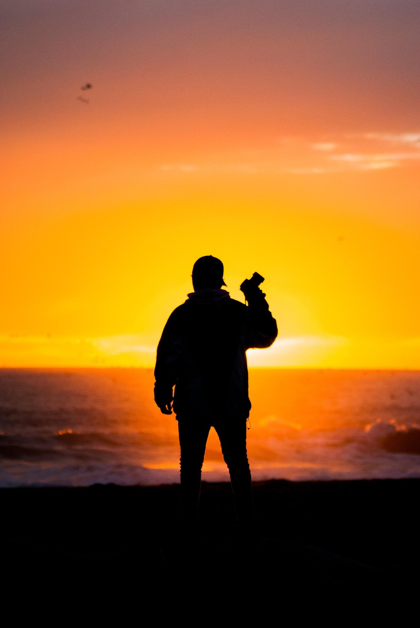 Sunset silhouette  by Gustavo Rosas Pinochet