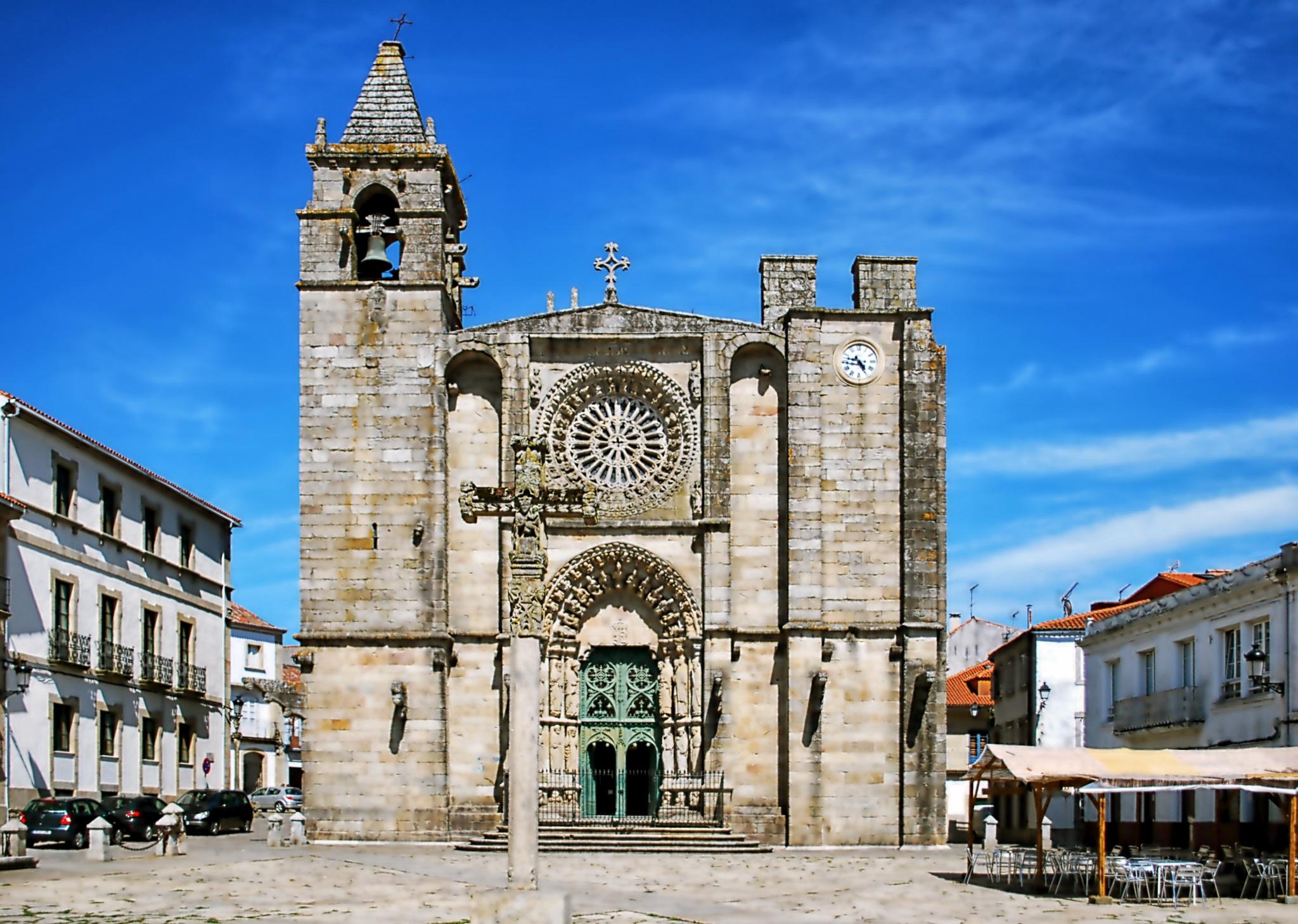 Iglesia de San Martiño de Noia by 8vo Arte Fotografia