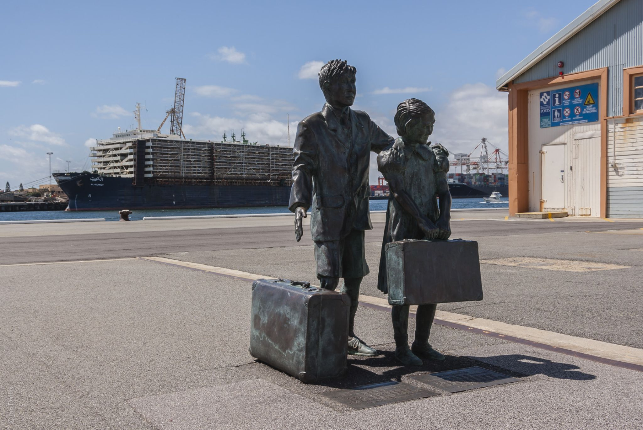 Immigrant statue, Fremantle docks. by Jan Dallas