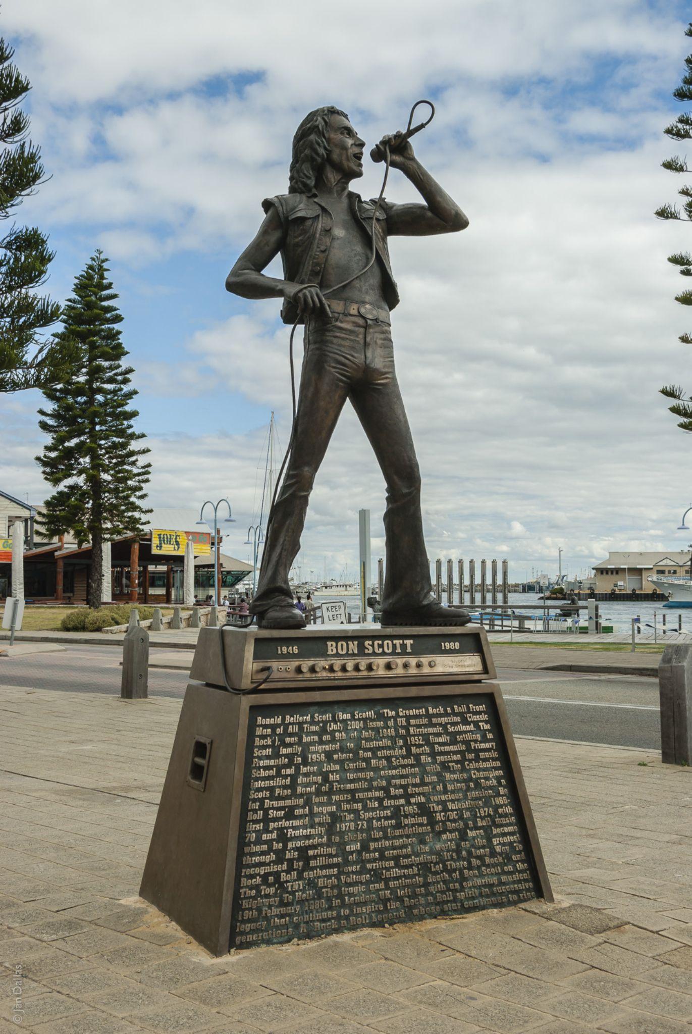 Bon Scott statue by Jan Dallas