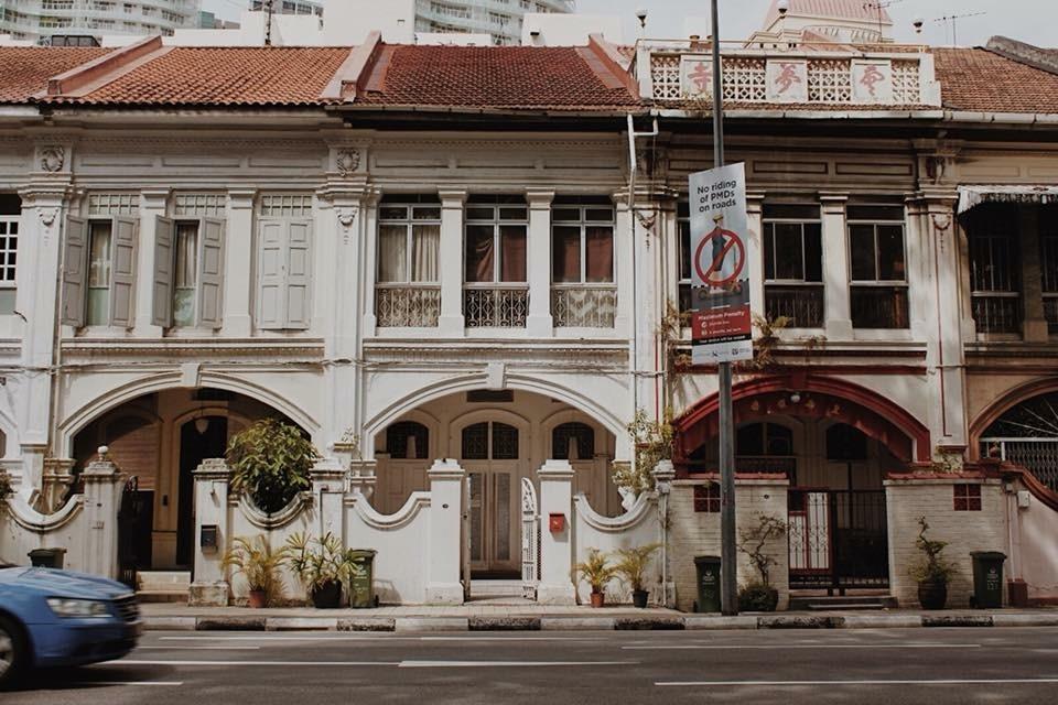 Building. by Jeeraldo