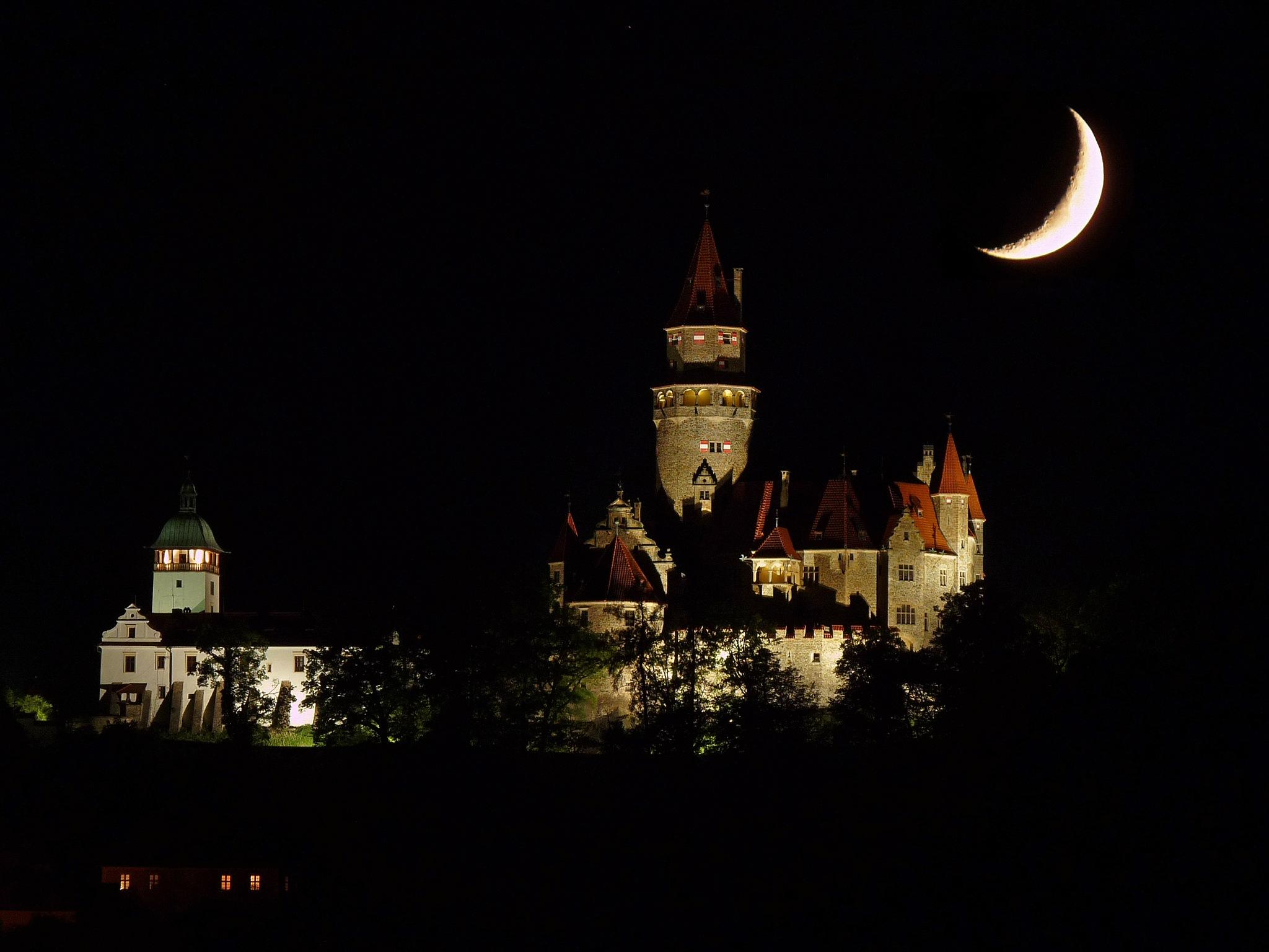 Midnight Castle by Jaroslav Vosáhlo