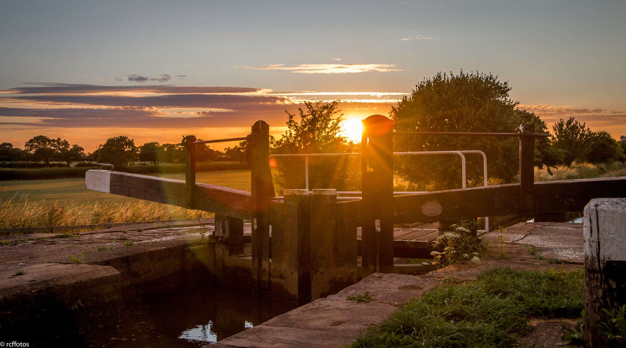 An evening walk along the Shropshire Union Canal. by rc ffotos