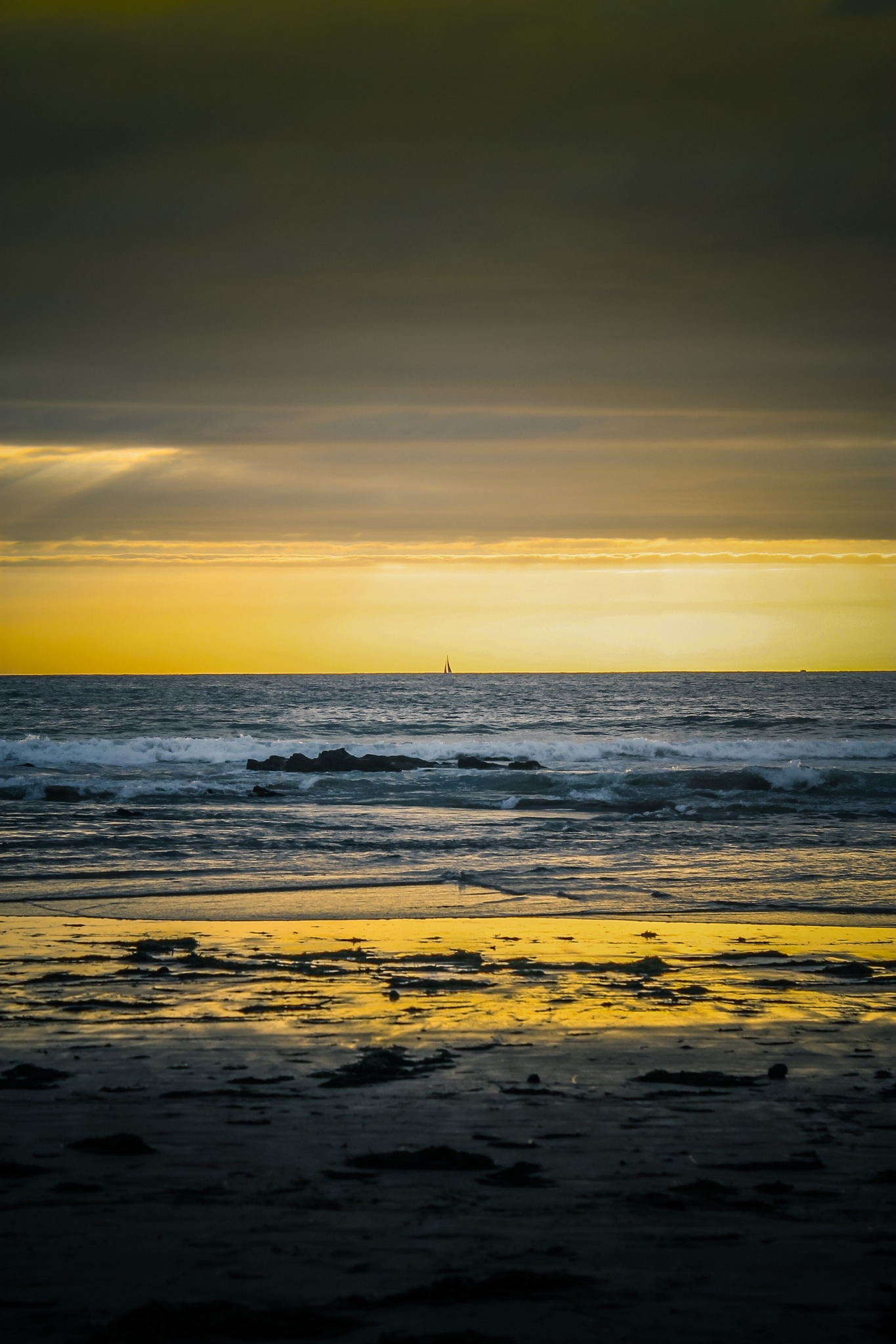 sailing the sunset by dvillanuevas