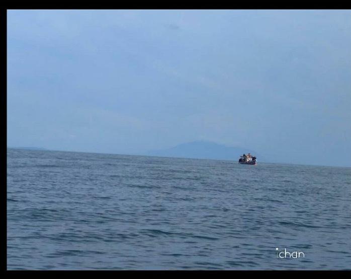 Boat, little boat. by farihah8