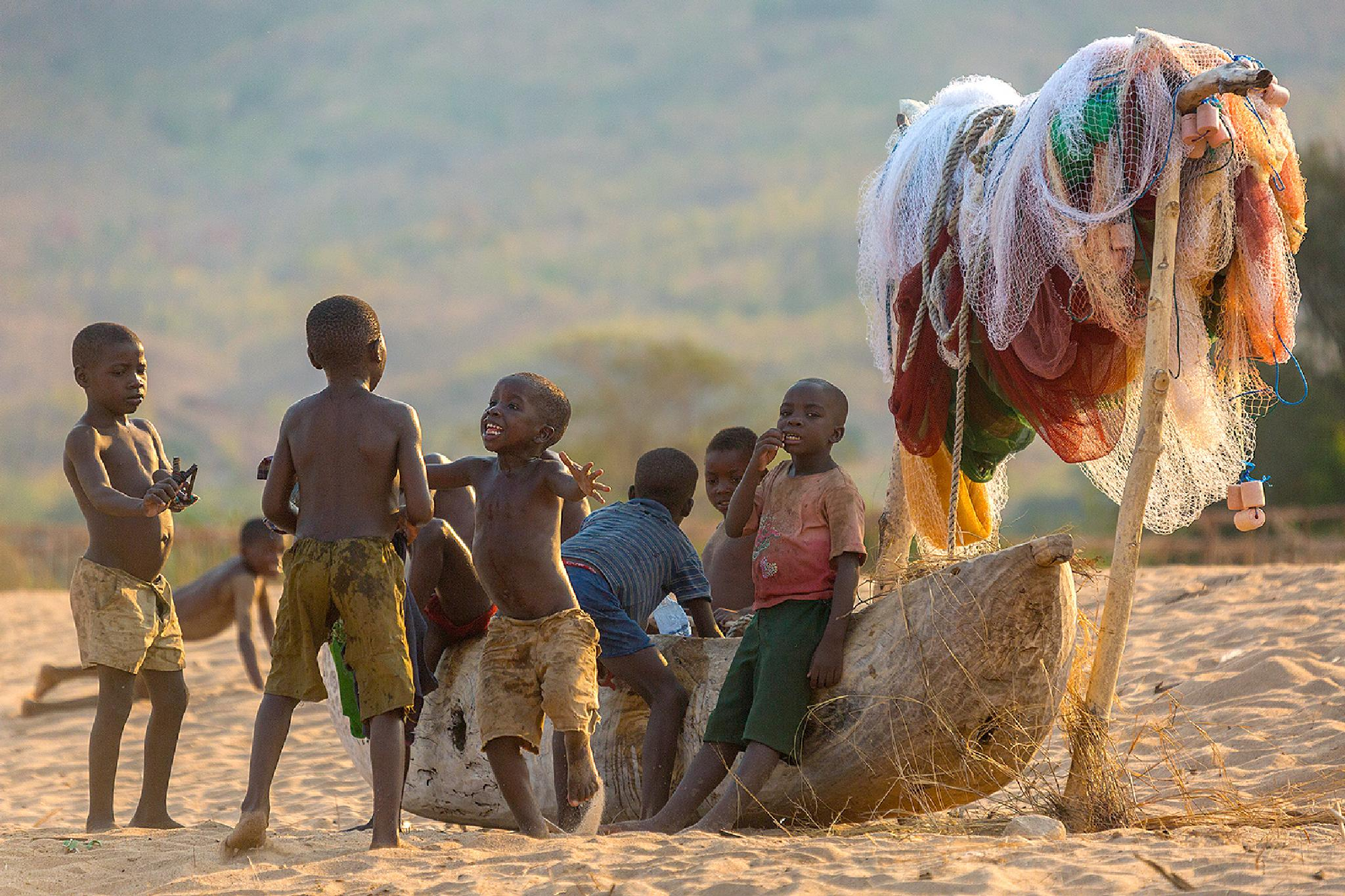 Canoo with playing children by Ed Peeters Photography
