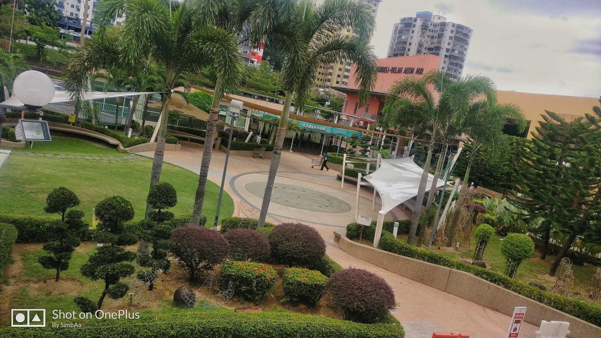 Shopping Mall Park by Syazril Aziz